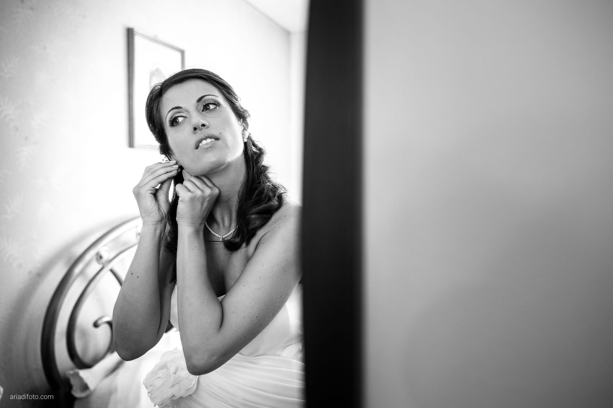 Donatella Enrico matrimonio Castello Duino Trieste preparativi riflesso specchio orecchini