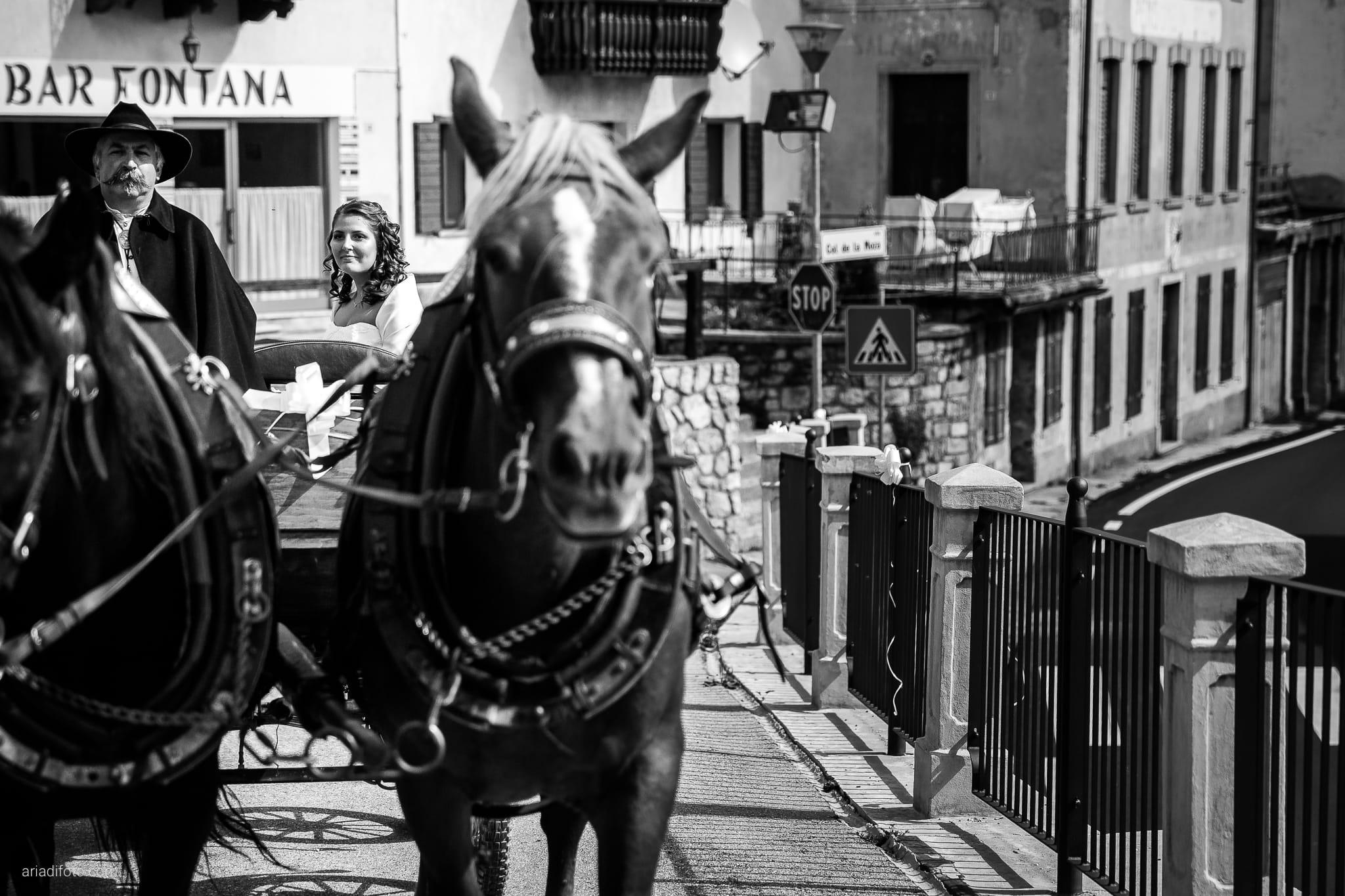 Elisa Gabriele matrimonio Veneto Val Zoldana Belluno momenti carrozza cavalli