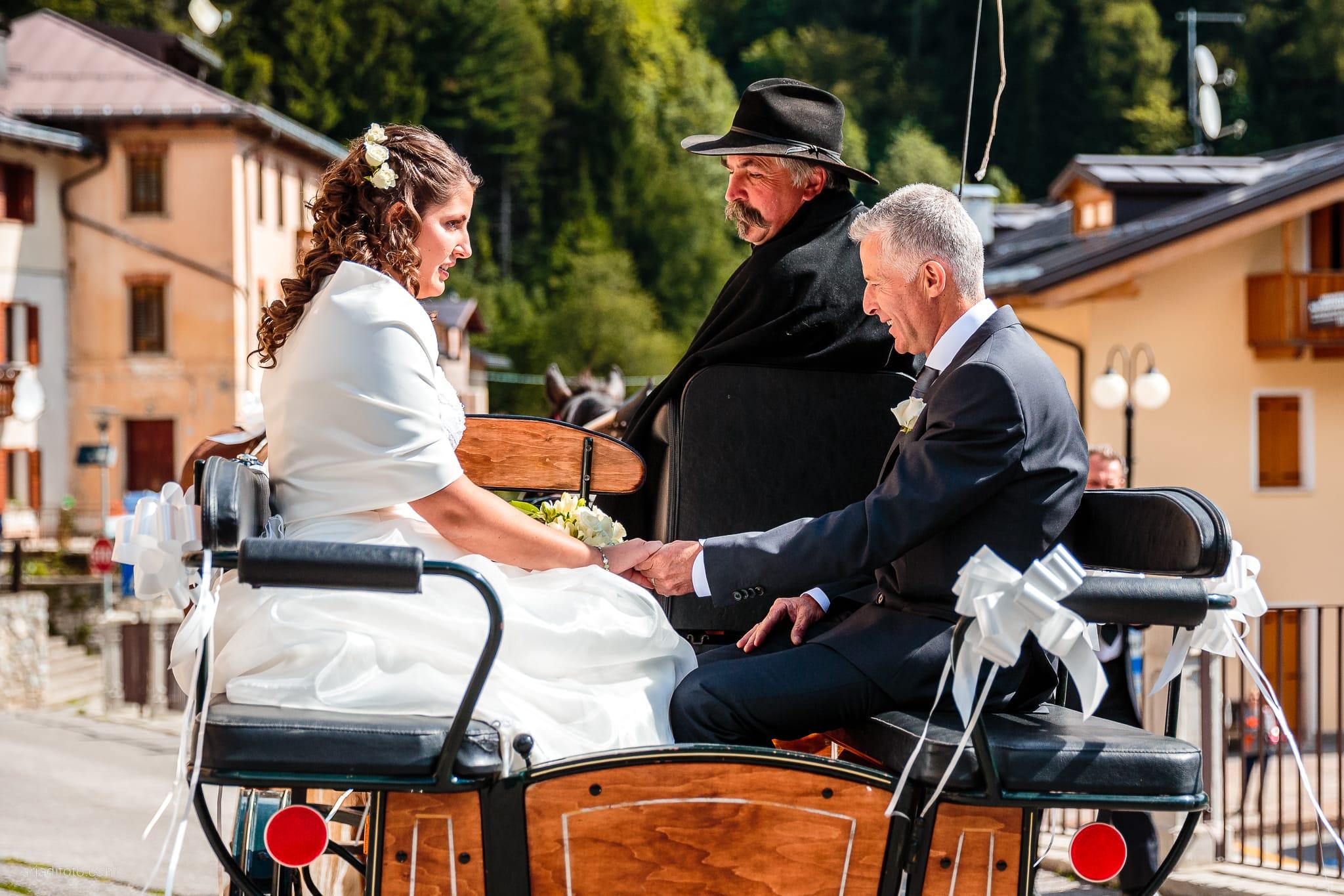 Elisa Gabriele matrimonio Veneto Val Zoldana Belluno momenti carrozza cavalli papà