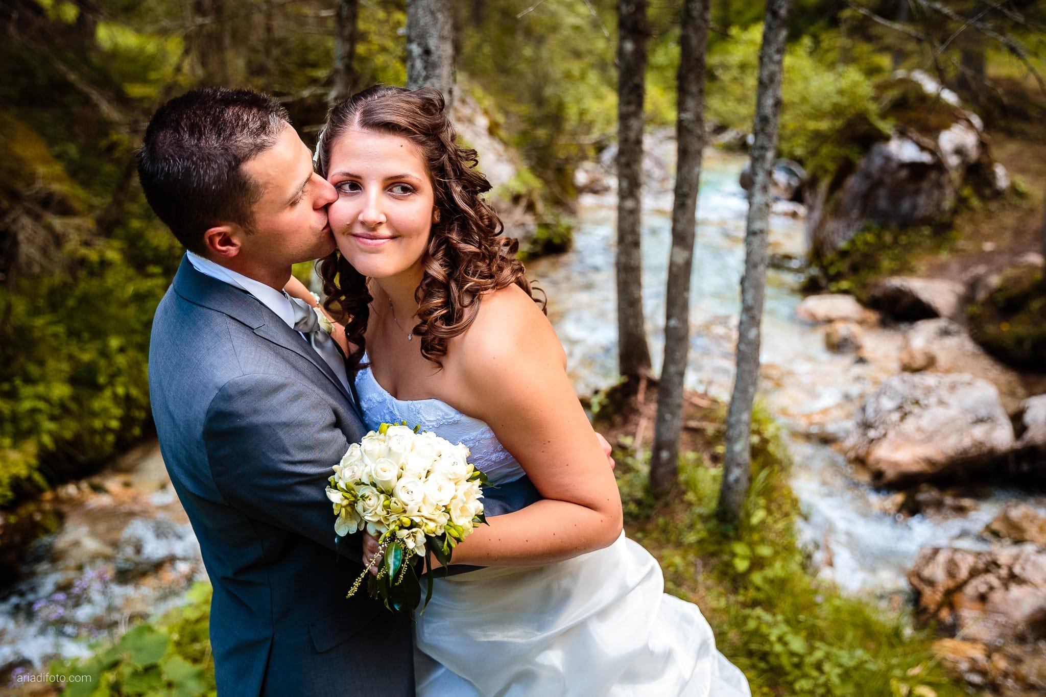 Elisa Gabriele matrimonio Veneto Val Zoldana Belluno ritratti sposi palanche sul mae fiume