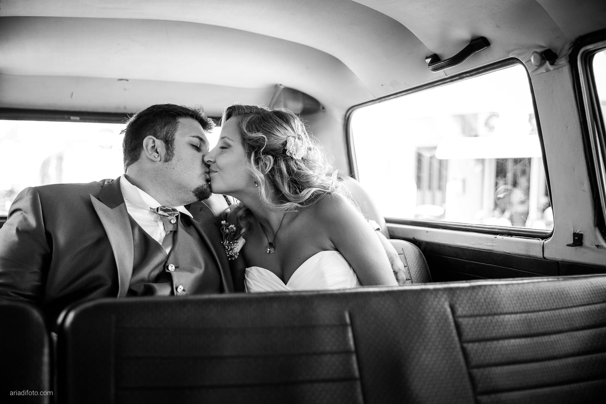 Sara Marco matrimonio Grado campeggio Punta Spin Gorizia ritratti sposi auto