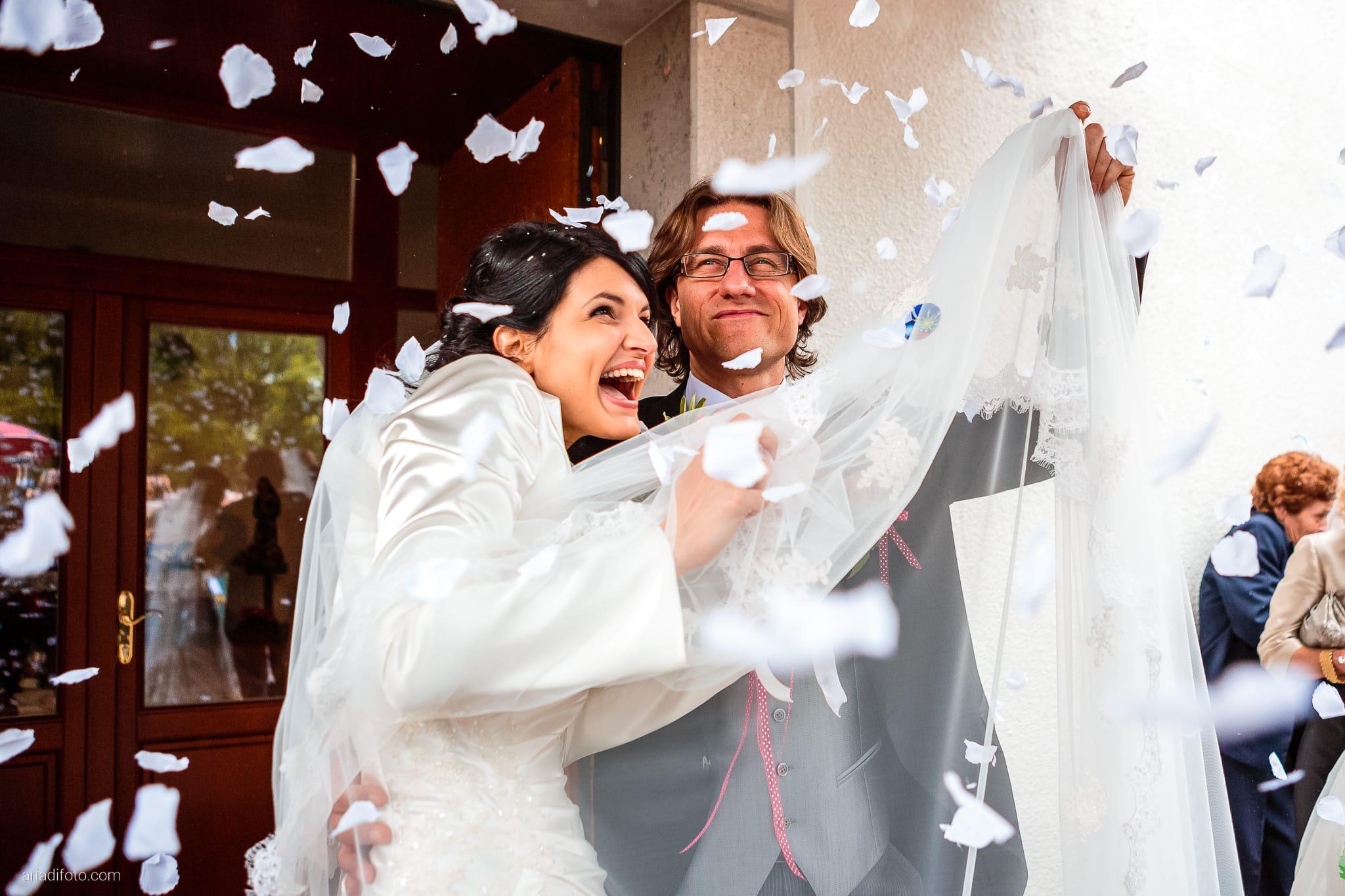 Alessandra Paolo matrimonio Villa Iachia Ruda Udine lancio del riso petali Monastero San Cipriano