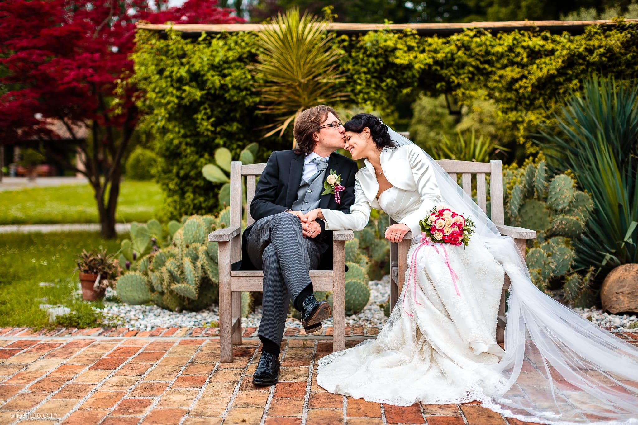 Alessandra Paolo matrimonio Villa Iachia Ruda Udine ritratti sposi sedie