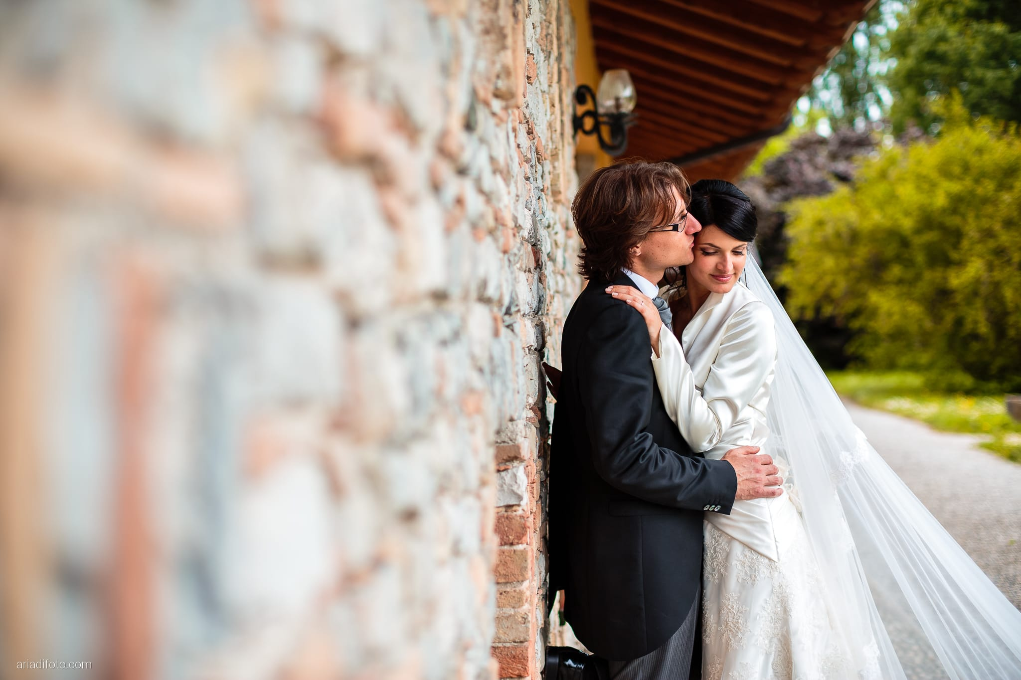 Alessandra Paolo matrimonio Villa Iachia Ruda Udine ritratti sposi muro