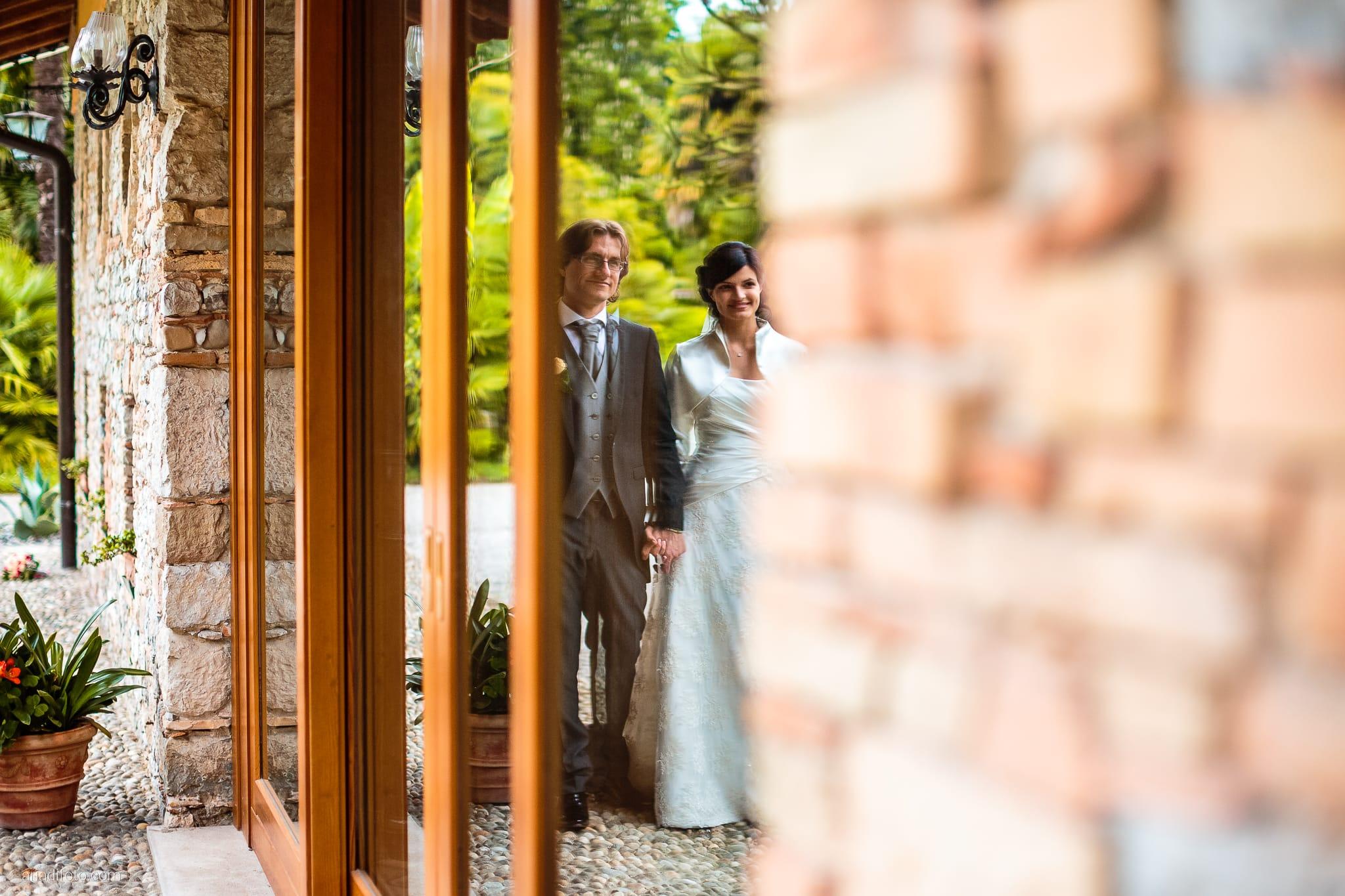 Alessandra Paolo matrimonio Villa Iachia Ruda Udine ritratti sposi reflection