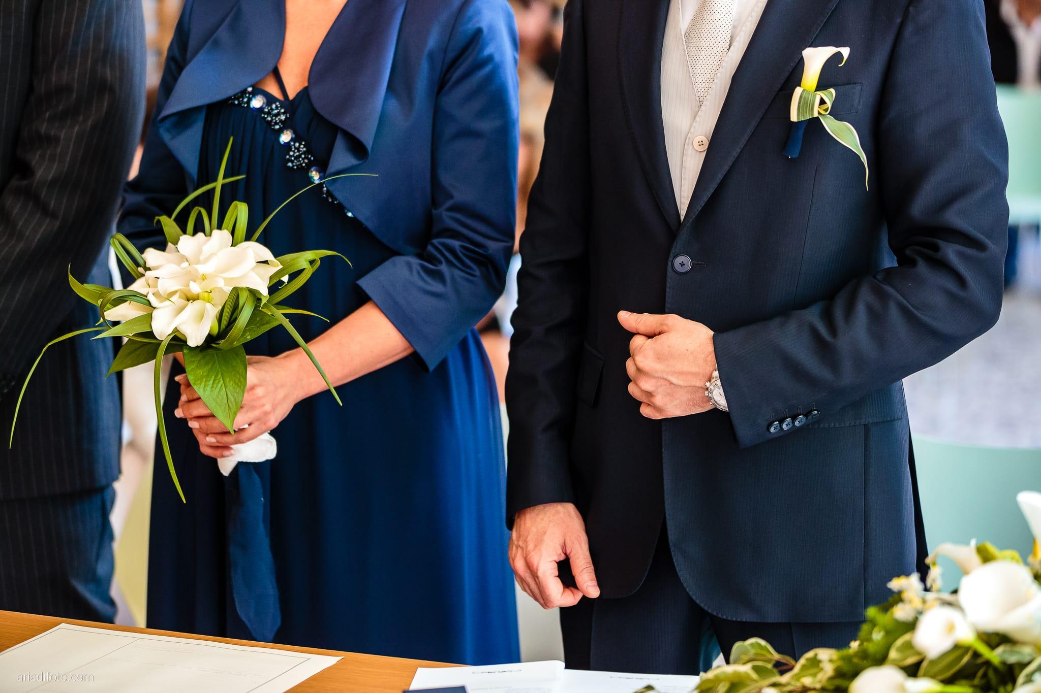 Elena Lorenzo matrimonio Zemono Vipacco Slovenia cerimonia civile Museo Sartorio dettagli mani bouquet abito blu