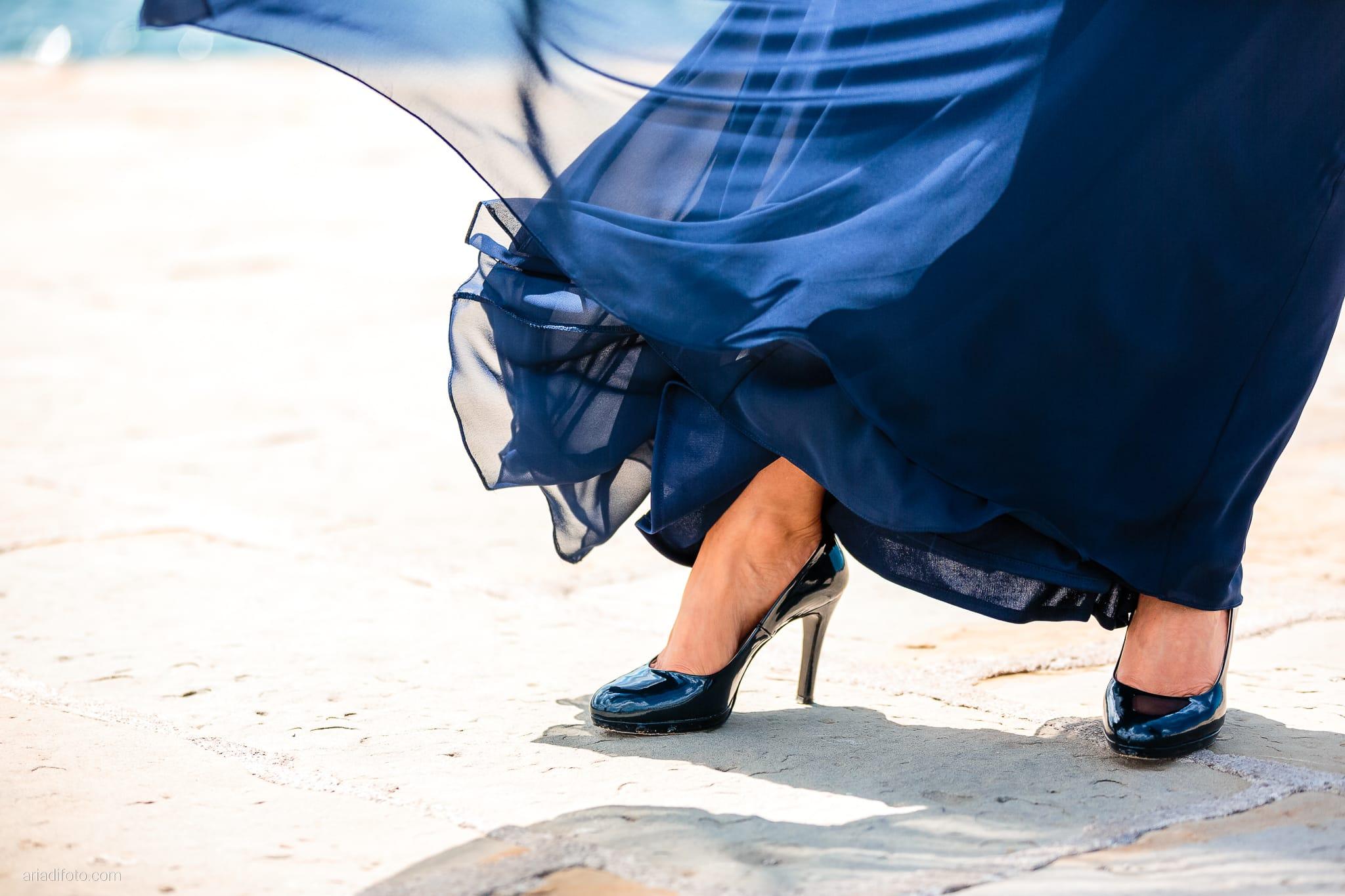 Elena Lorenzo matrimonio Zemono Vipacco Slovenia ritratti sposi molo audace dettagli abito blu scarpe