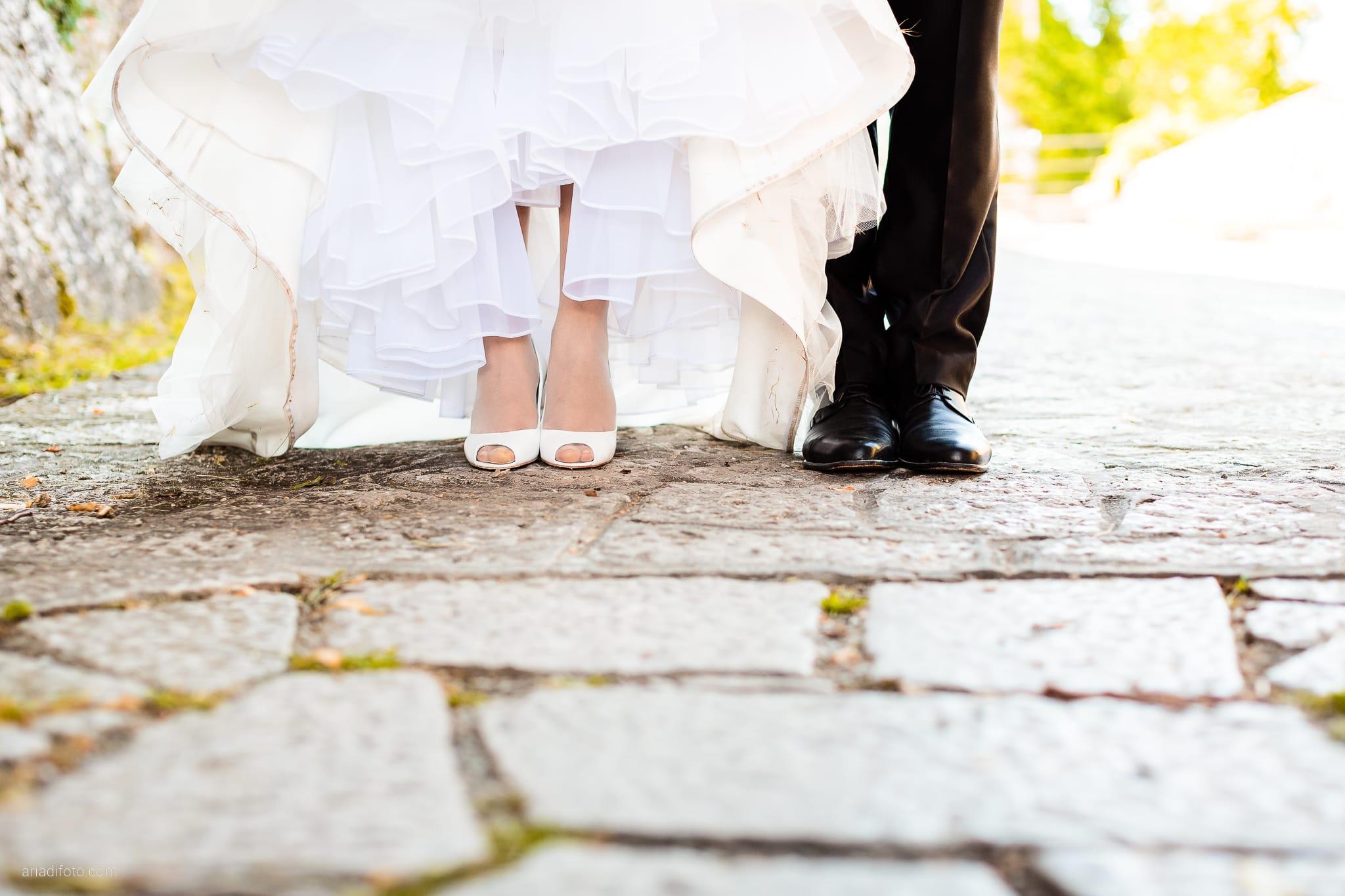 Fiordaliso Andrea matrimonio Salvia Rosmarino Trieste ritratti sposi Monrupino dettagli scarpe