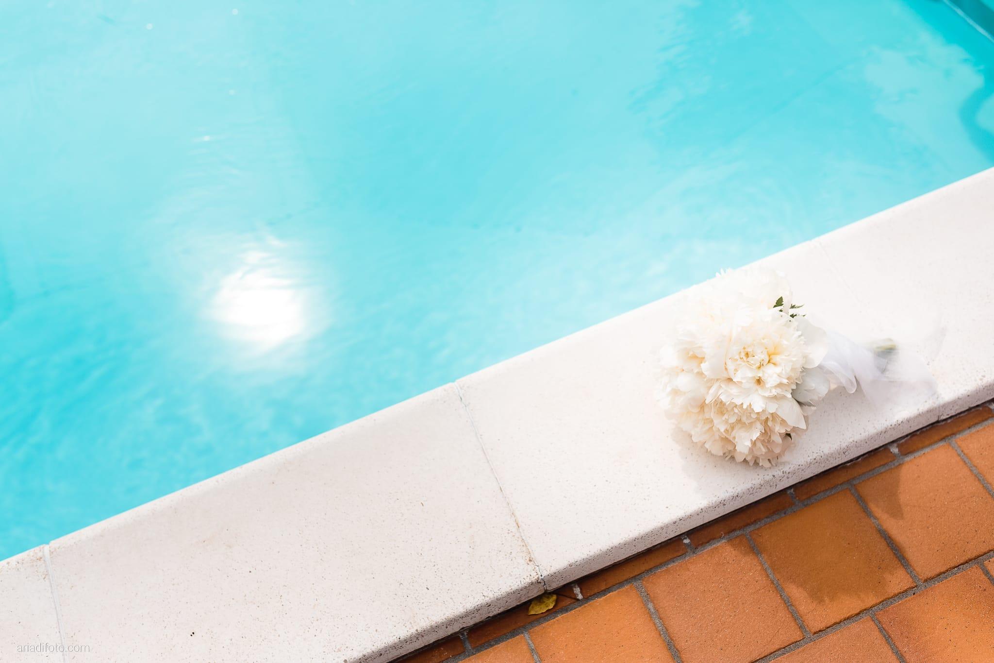 Roberta Alessandro matrimonio Duino Baronesse Tacco San Floriano del Collio Gorizia preparativi dettagli bouquet fiori peonie piscina