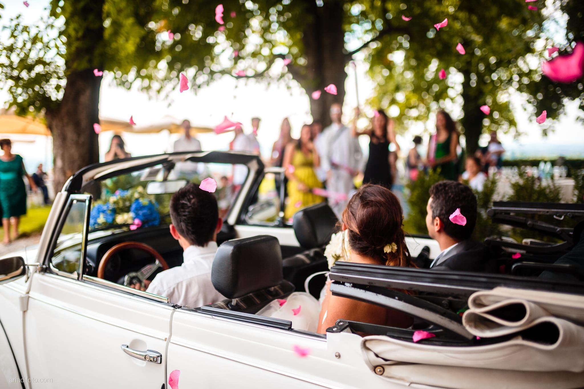 Roberta Alessandro matrimonio Duino Baronesse Tacco San Floriano del Collio Gorizia ricevimento momenti petali auto