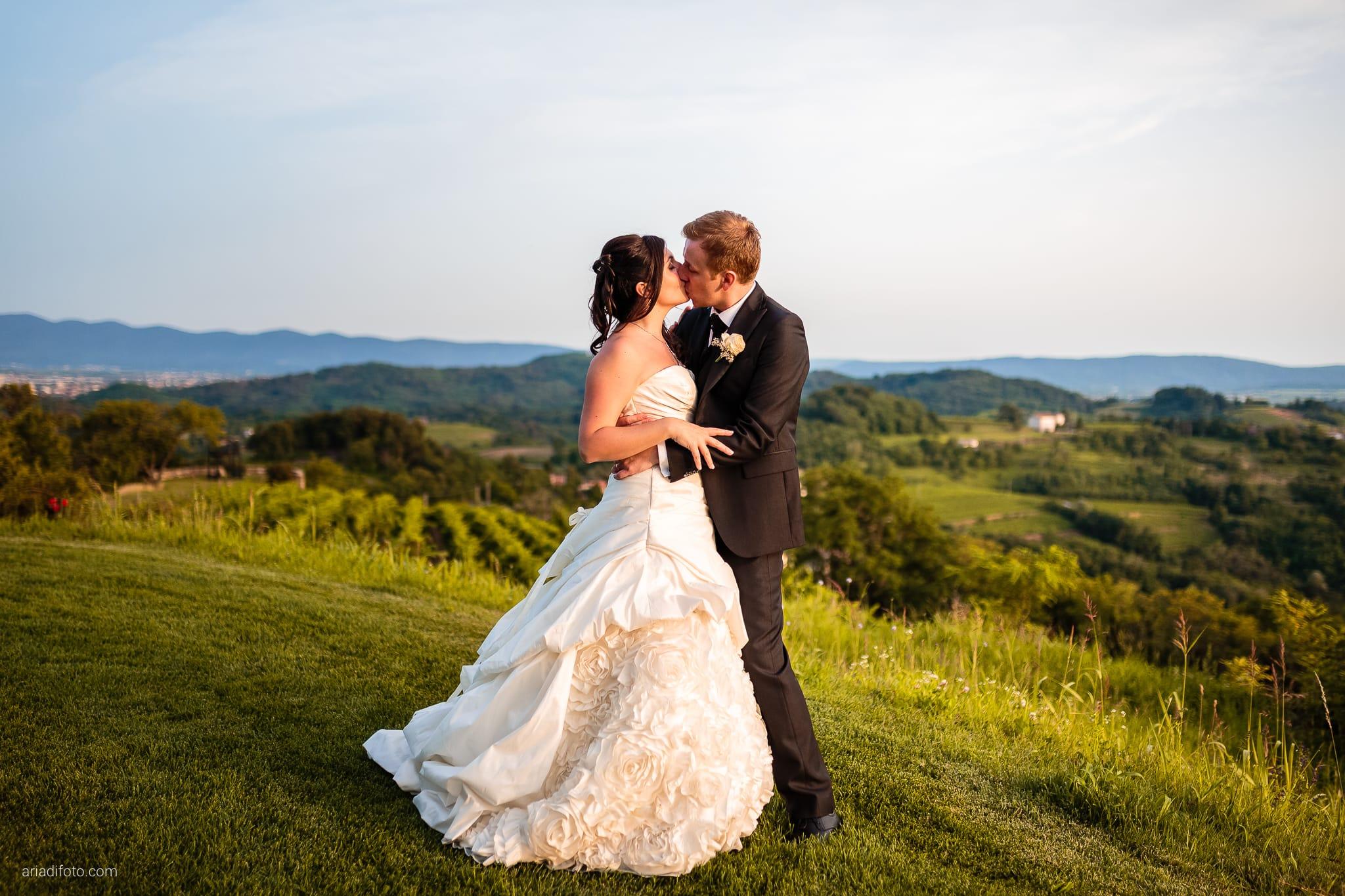 Chiara Mensur matrimonio Pradamano Baronesse Tacco San Floriano del Collio Gorizia ritratti sposi tramonto