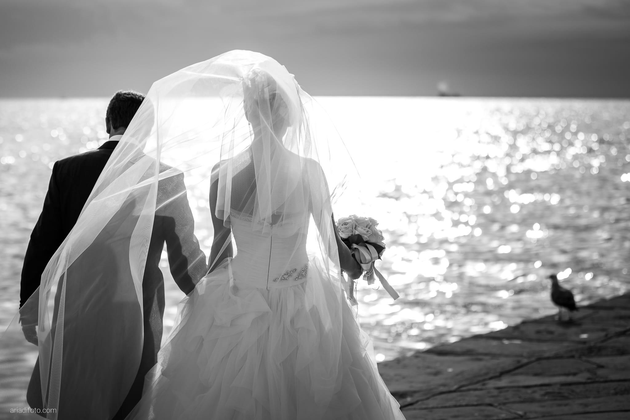 Martina Maurizio matrimonio Trieste Castello Spessa Gorizia ritratti sposi Molo Audace velo