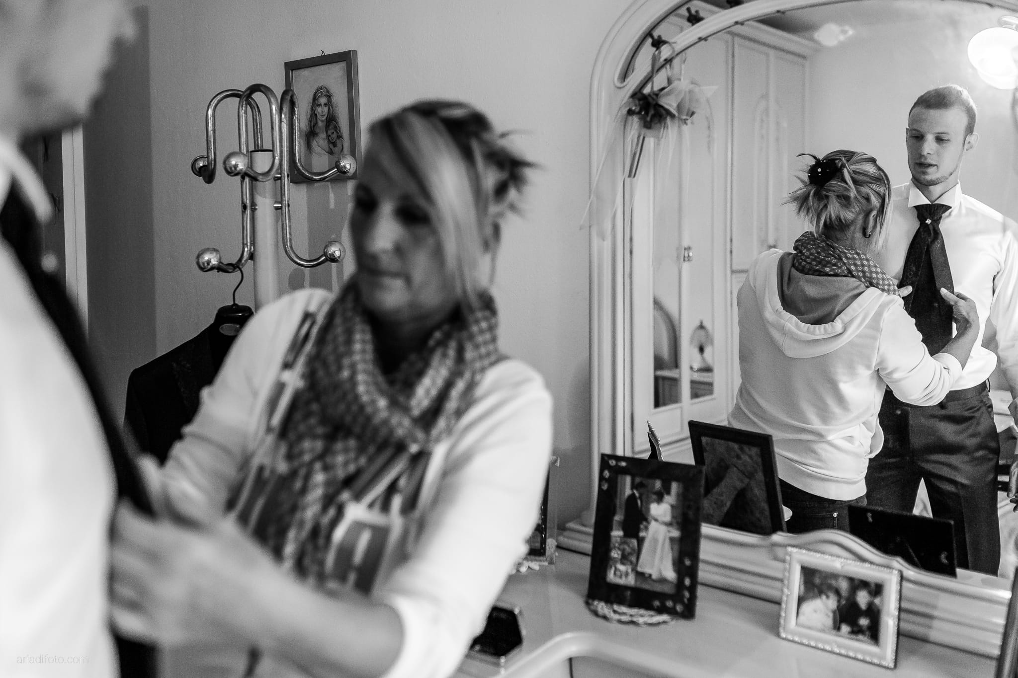 Dorella Stefano matrimonio Cormons Villa Chiopris Udine preparativi specchio riflesso cravatta