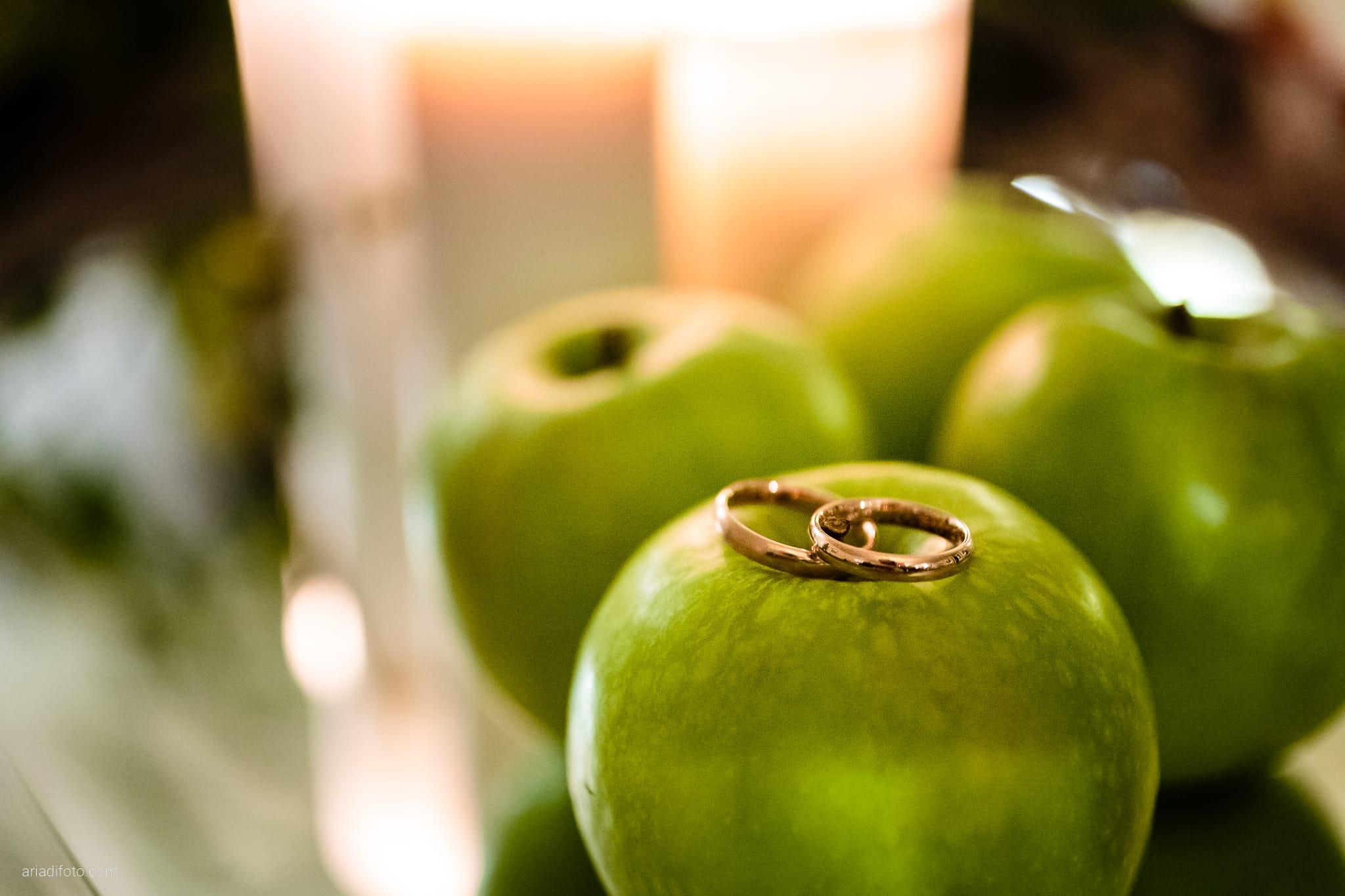 Francesca Patrick matrimonio Grado Villa Rigatti Fiumicello Udine ricevimento dettagli decorazioni mele anelli