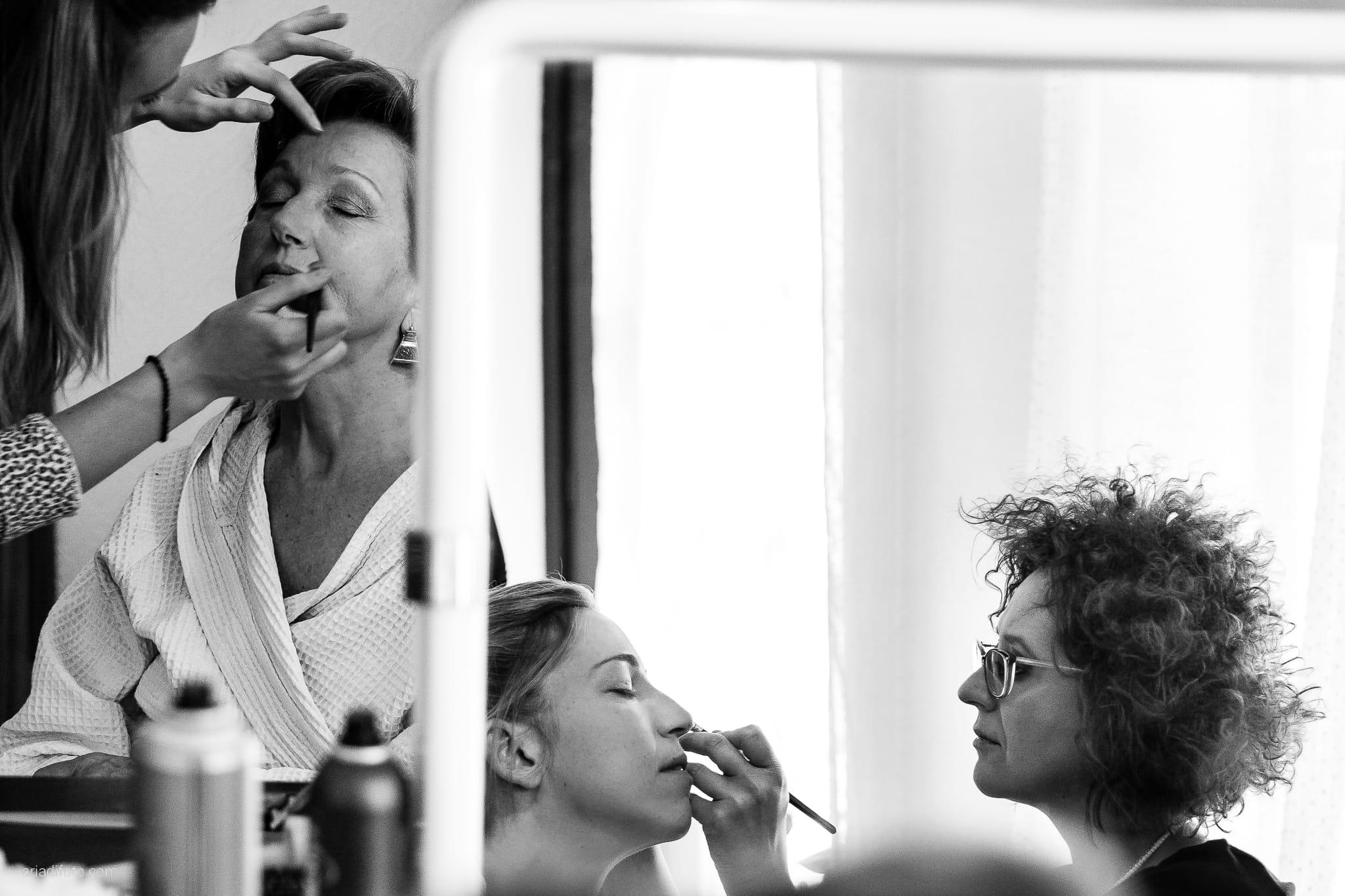 Giulia Paolo Matrimonio Trieste Villa Iachia Ruda Udine preparativi trucco specchio riflesso