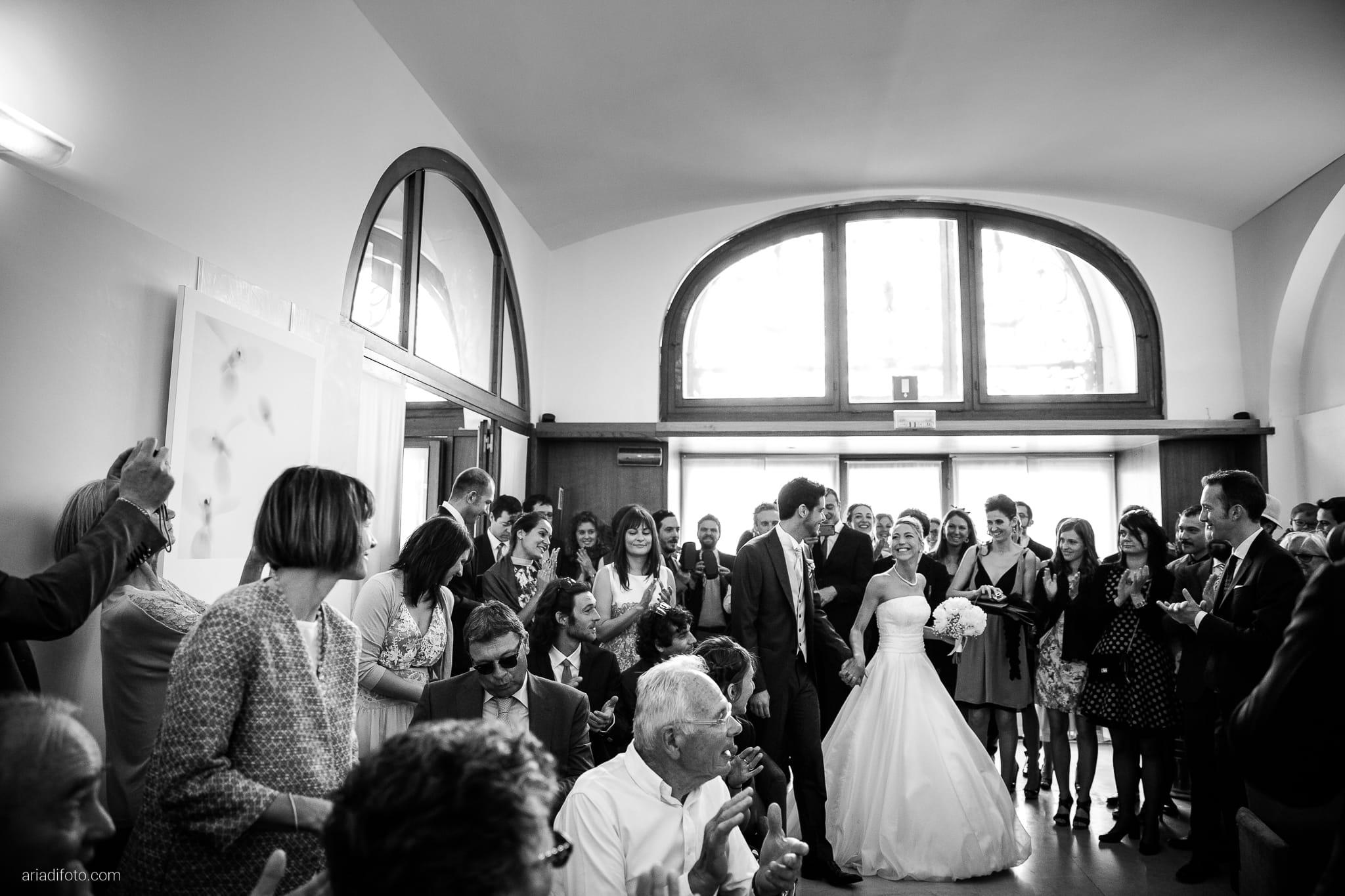 Giulia Paolo Matrimonio Trieste Villa Iachia Ruda Udine cerimonia civile Piazza Unità ingresso sposi