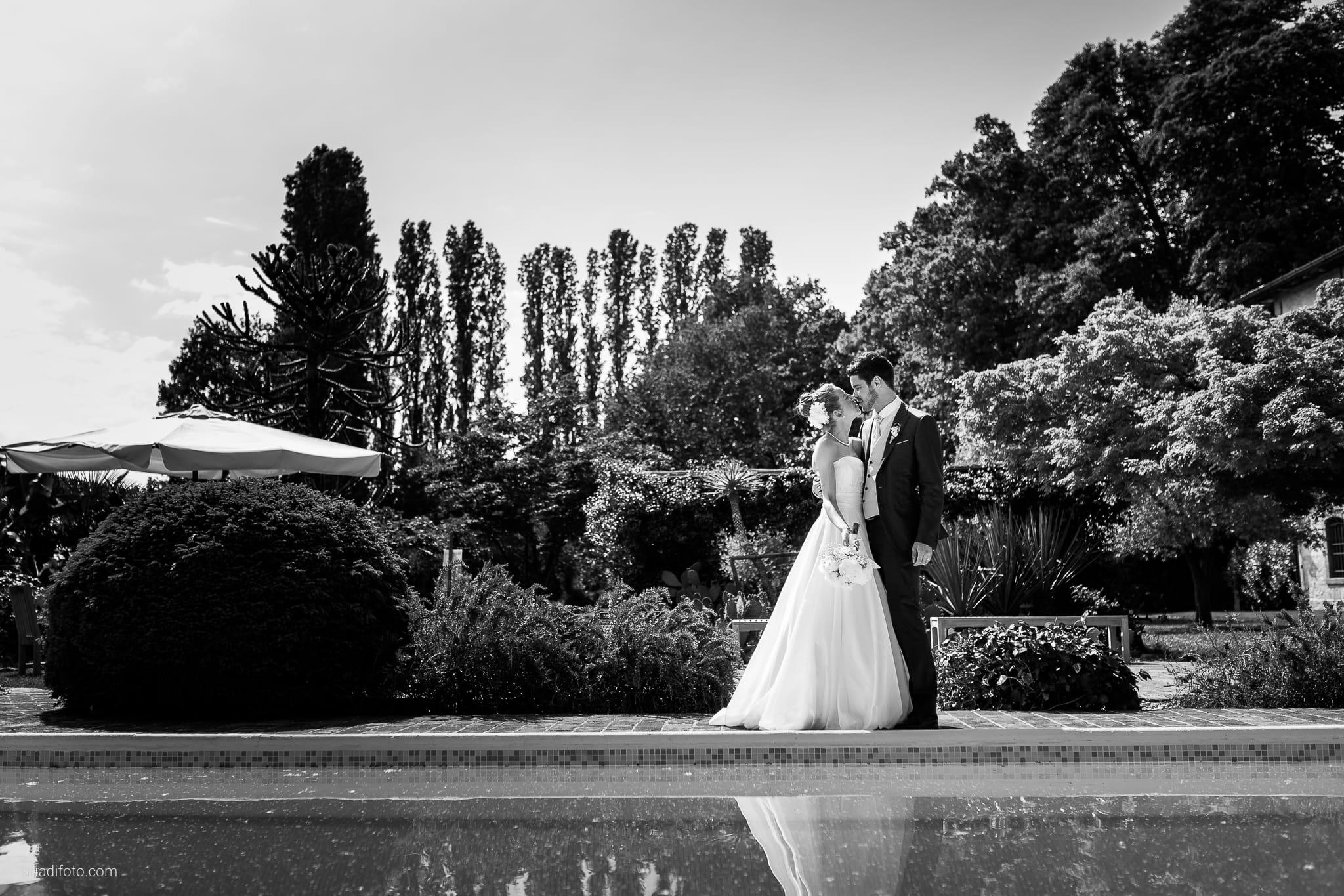 Giulia Paolo Matrimonio Trieste Villa Iachia Ruda Udine ritratti sposi parco piscina