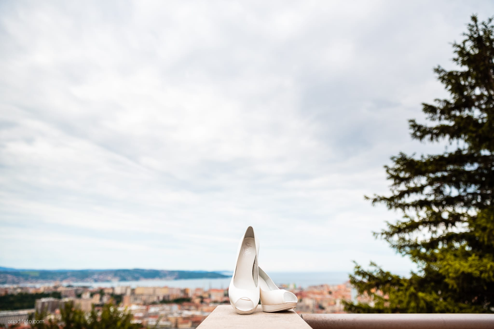 Michela Emilio Matrimonio Terrazze Riviera Trieste preparativi dettagli scarpe