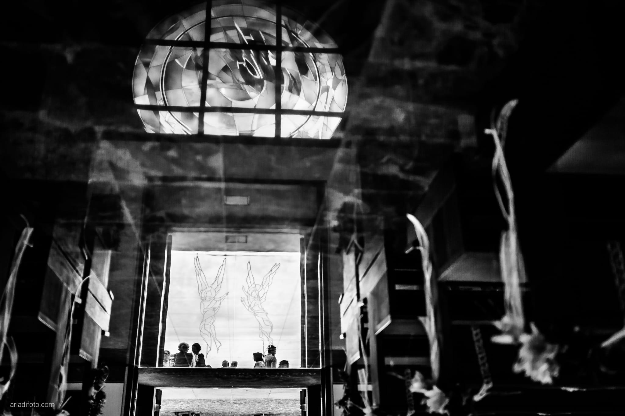 Michela Emilio Matrimonio Terrazze Riviera Trieste momenti cerimonia Santa Caterina Da Siena dettagli riflesso pavimento