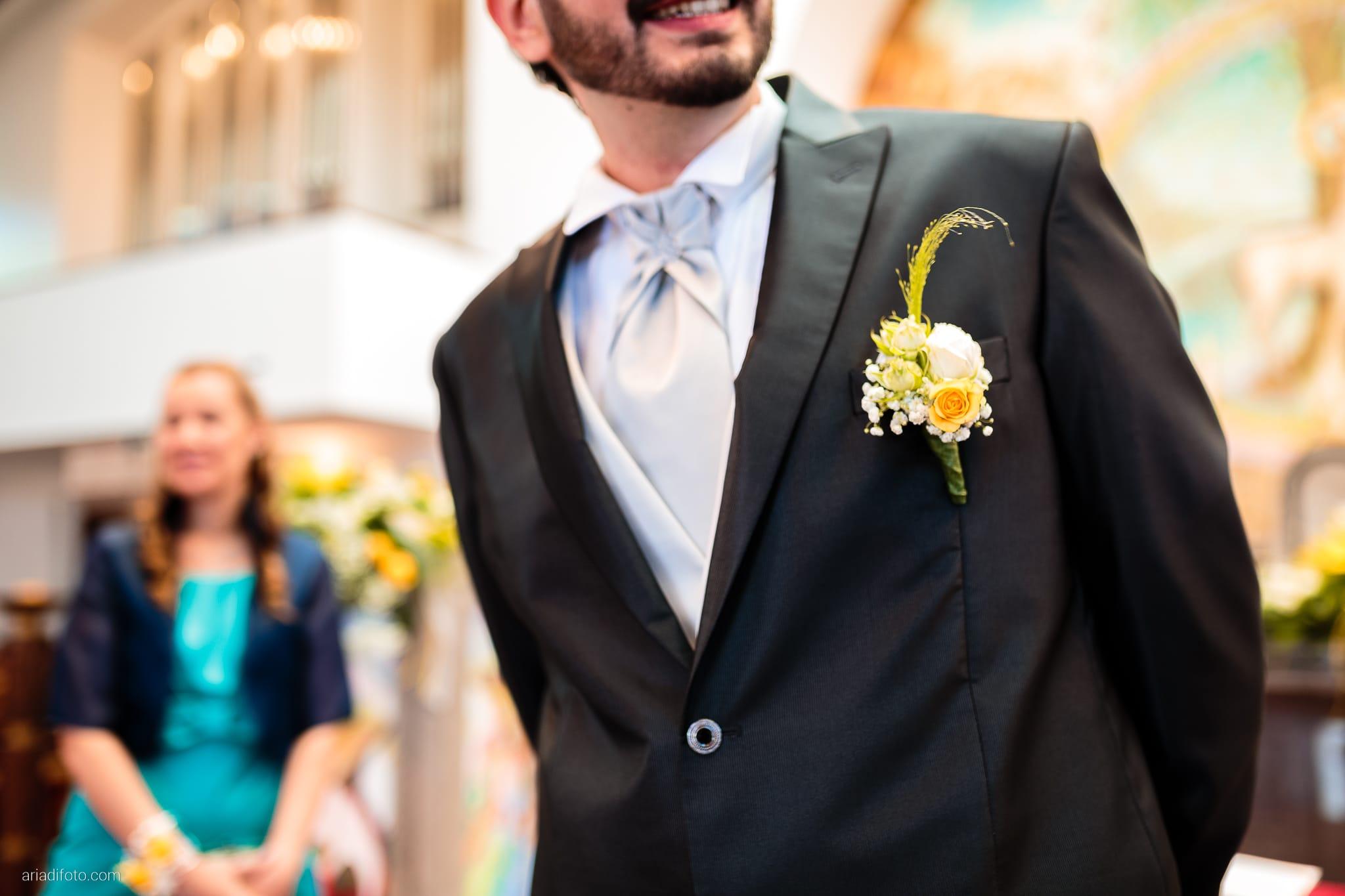 Michela Emilio Matrimonio Terrazze Riviera Trieste cerimonia dettagli occhiello boutonniere fiore