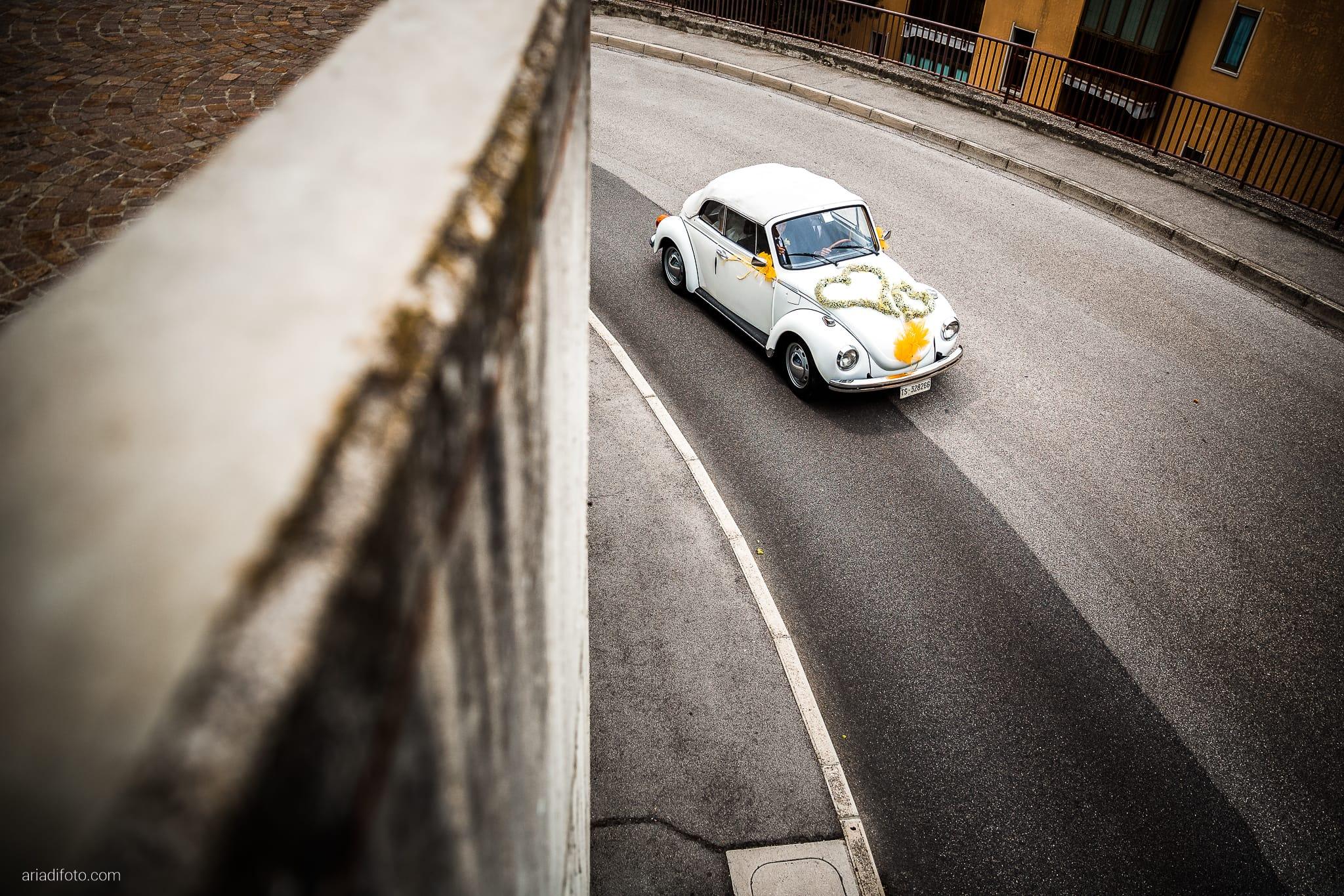 Michela Emilio Matrimonio Terrazze Riviera Trieste momenti auto volkswagen maggiolone