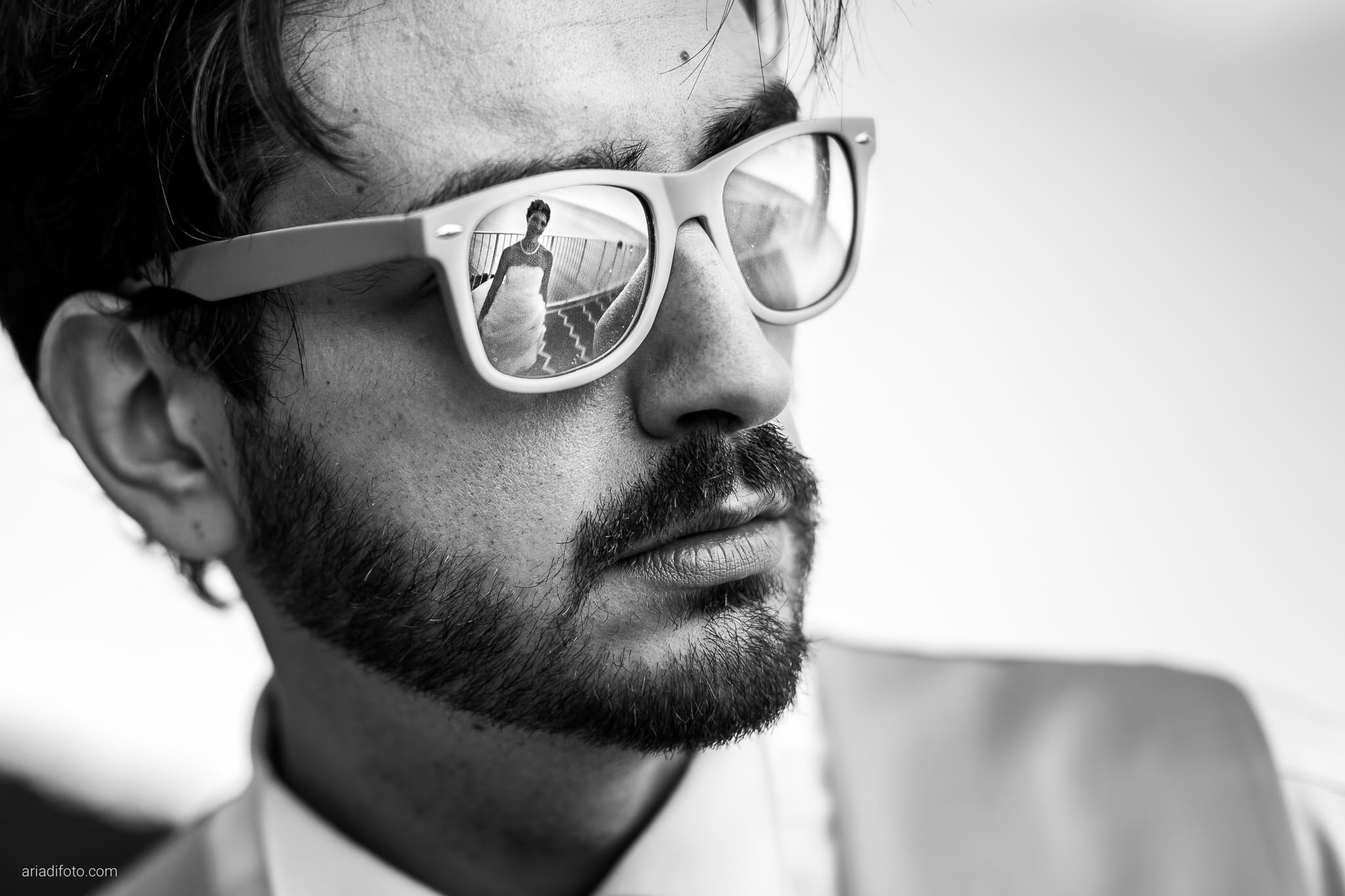 Michela Emilio Matrimonio Terrazze Riviera Trieste ritratti sposi occhiali riflesso