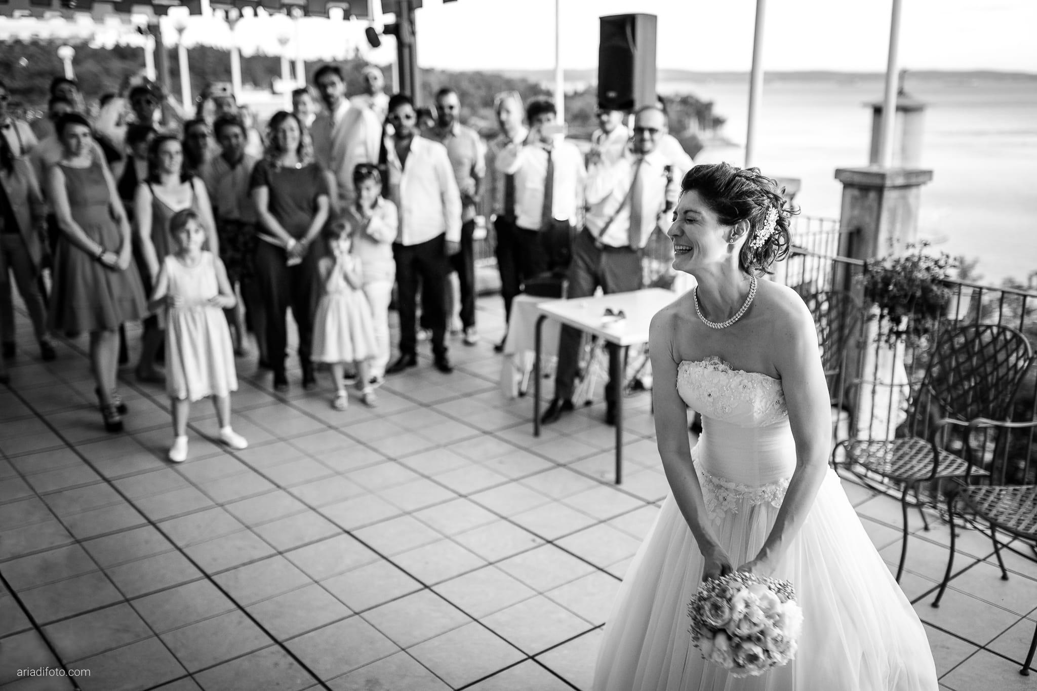 Michela Emilio Matrimonio Terrazze Riviera Trieste ricevimento lancio del bouquet