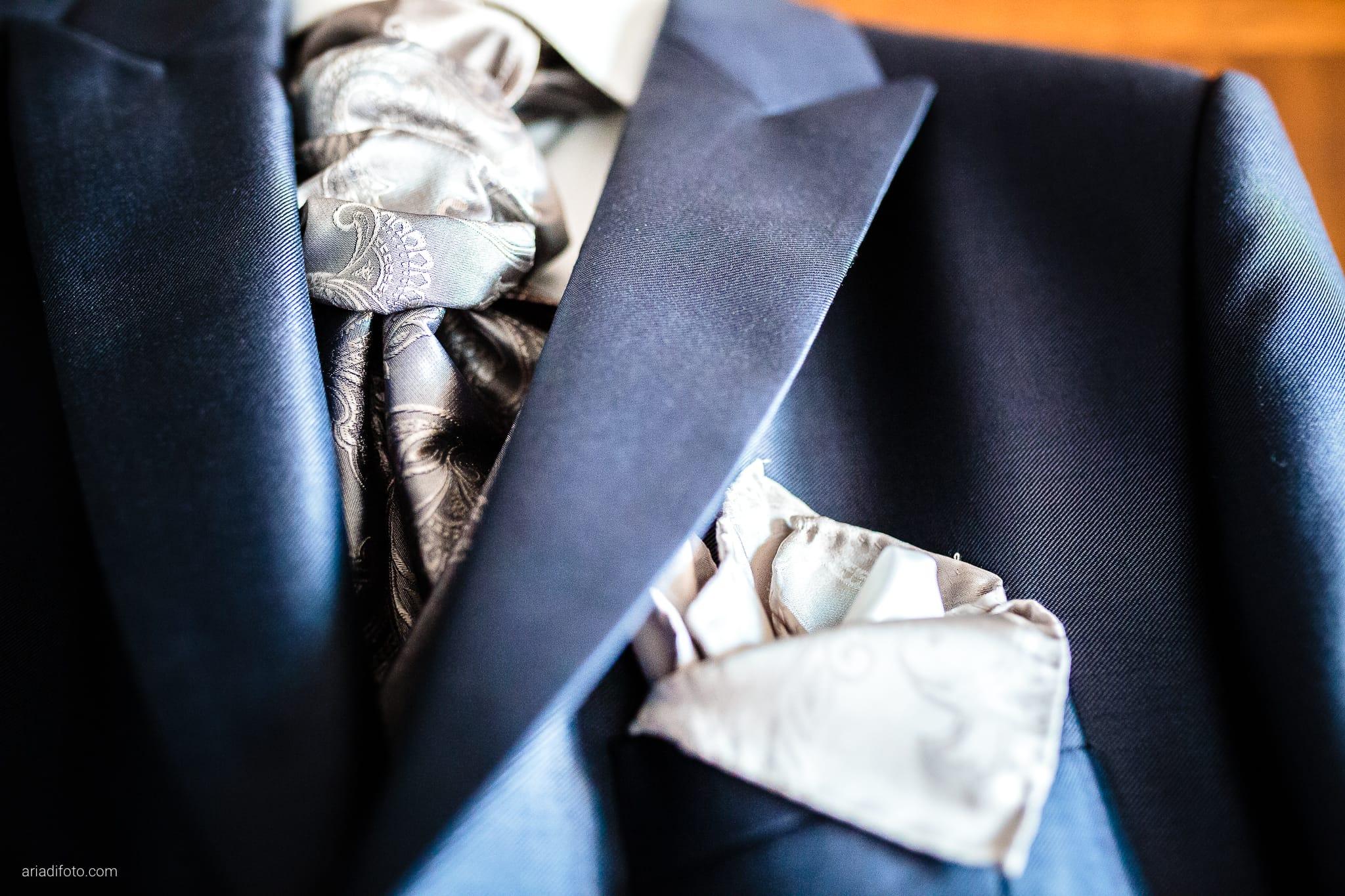 Melania Davide Matrimonio Monrupino Tavernetta Castello di Spessa Capriva Gorizia preparativi dettagli cravatta abito occhiello boutonniere