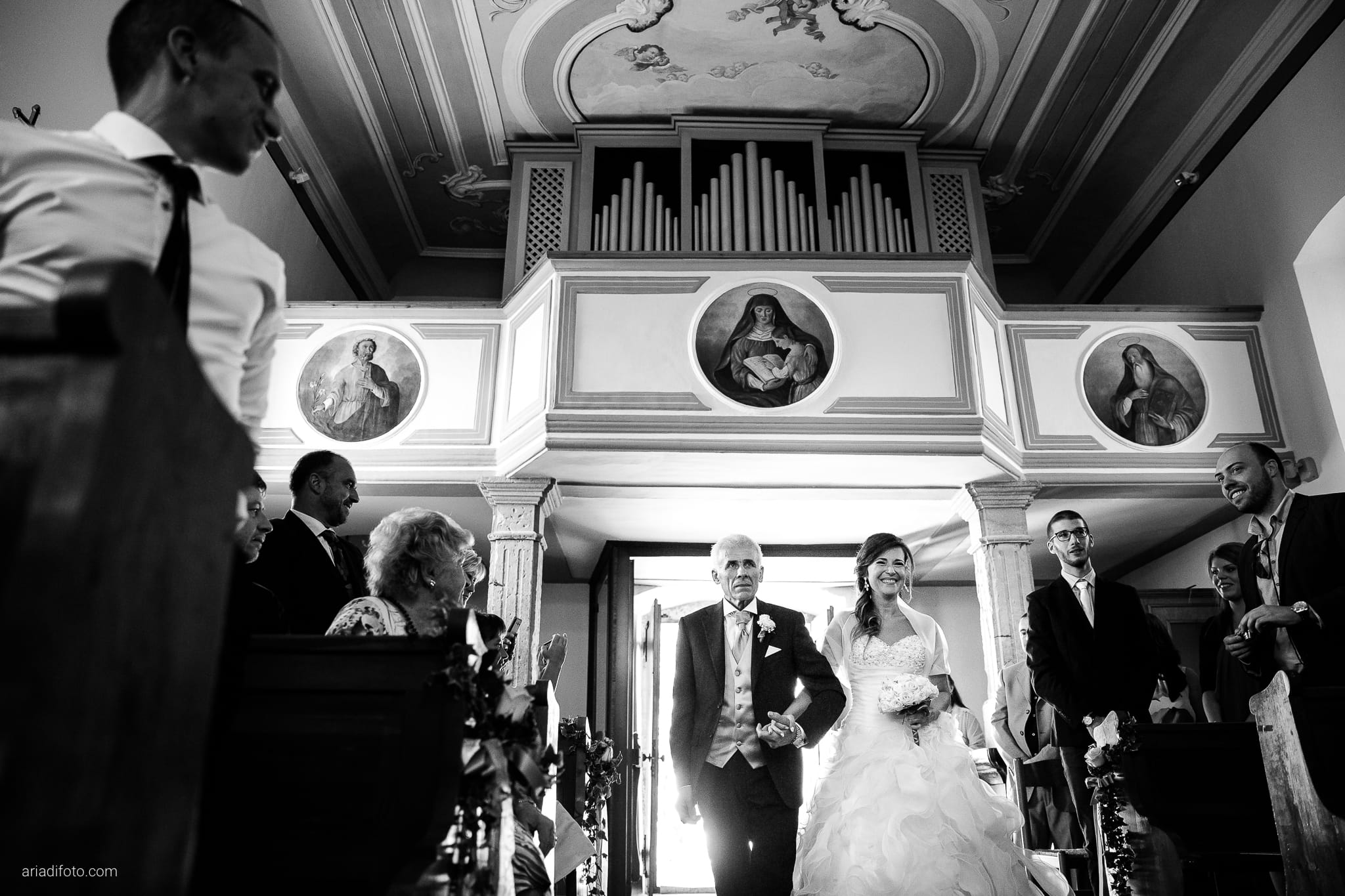 Melania Davide Matrimonio Santuario di Monrupino Tavernetta Castello di Spessa Capriva Gorizia cerimonia ingresso sposa