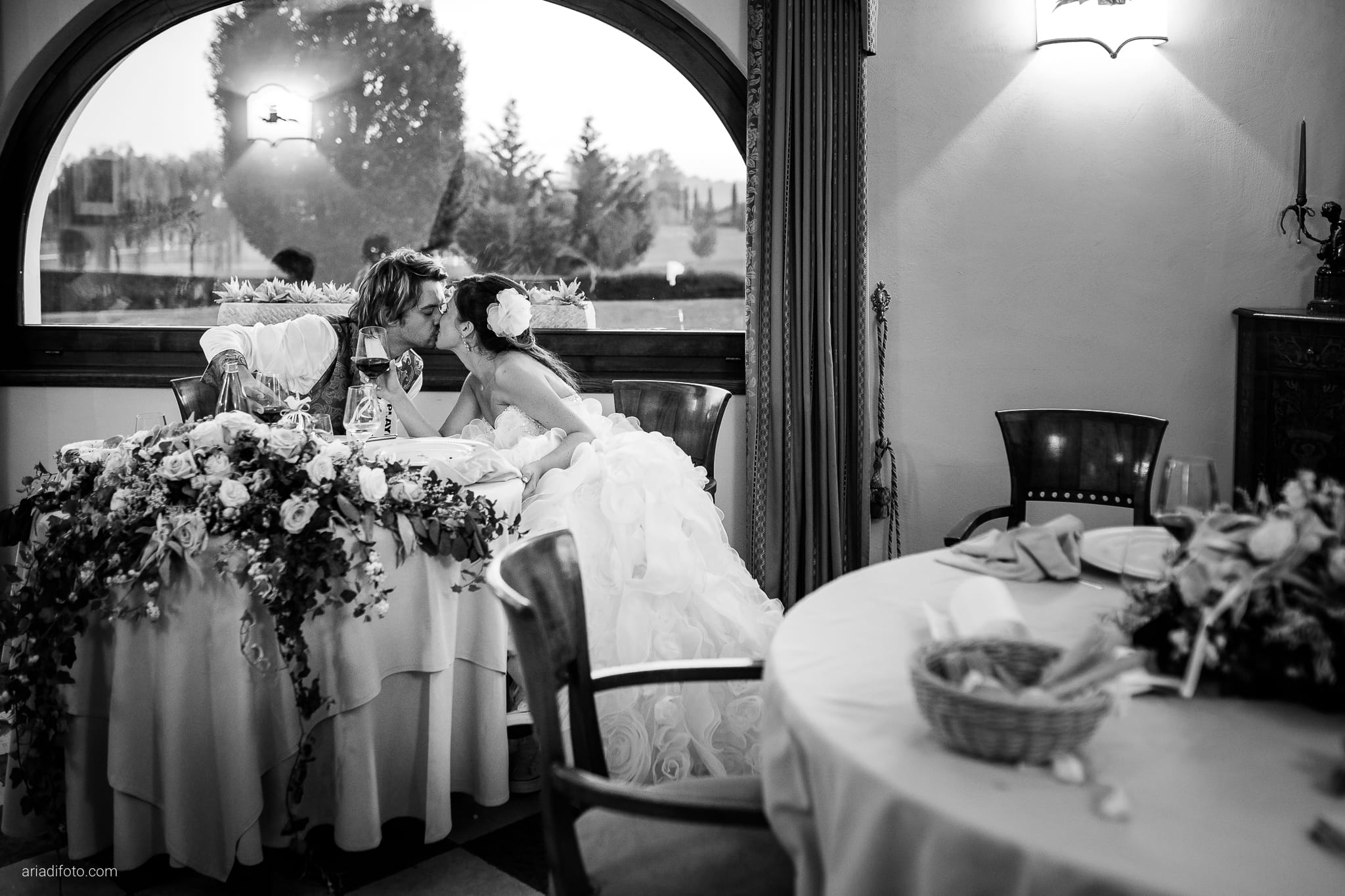 Melania Davide Matrimonio Monrupino Tavernetta Castello di Spessa Capriva Gorizia ricevimento bacio