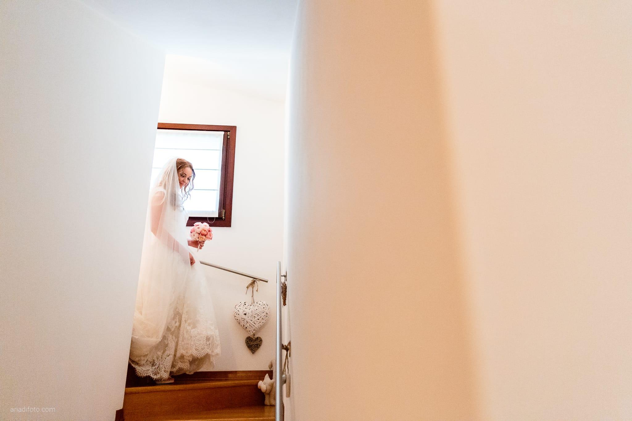 Valentina Francesco Matrimonio Pagnacco Castello Villalta Fagagna Udine preparativi scale sposa