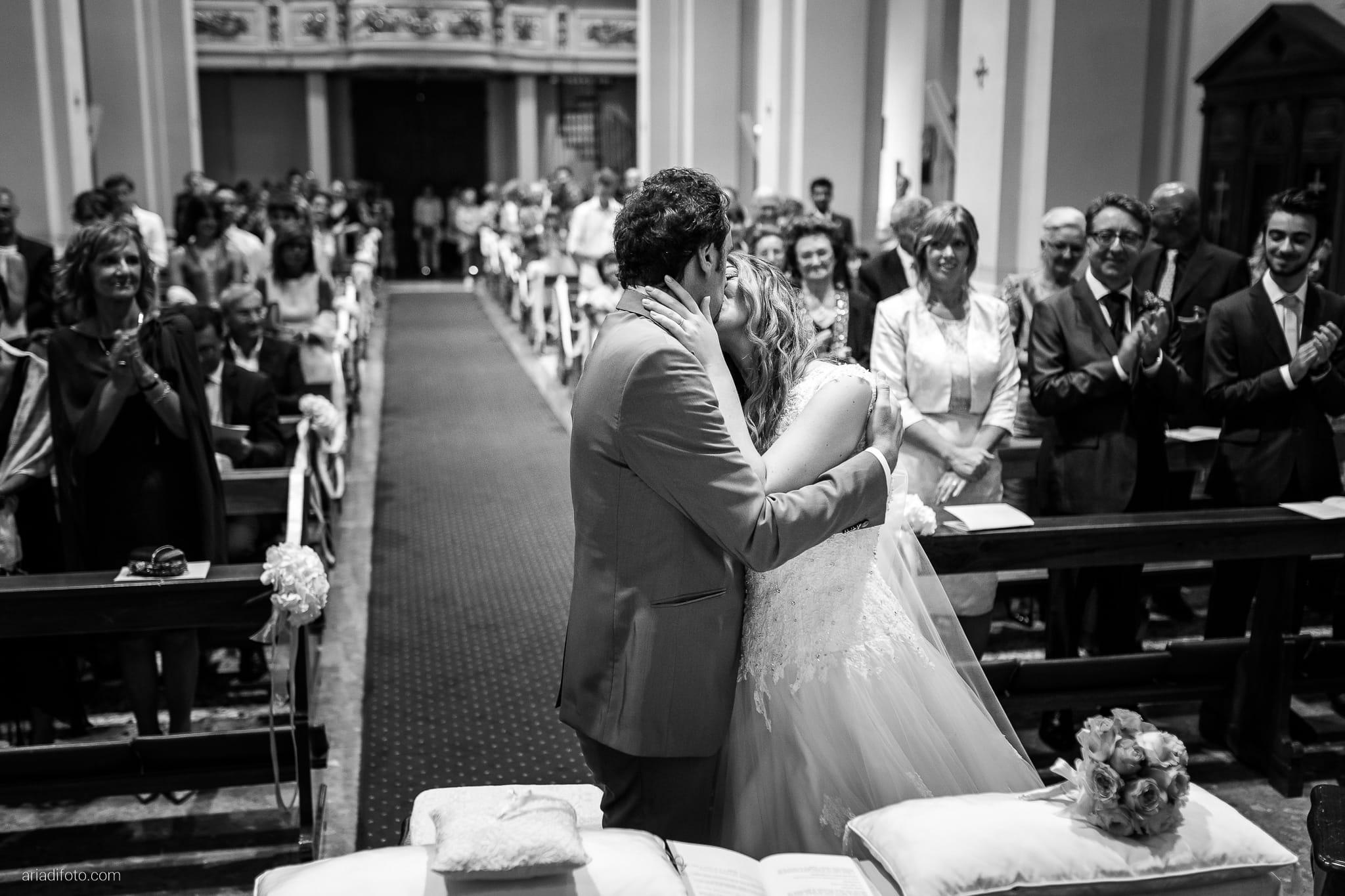 Valentina Francesco Matrimonio Chiesa San Giorgio Martire Pagnacco Castello Villalta Fagagna Udine cerimonia bacio