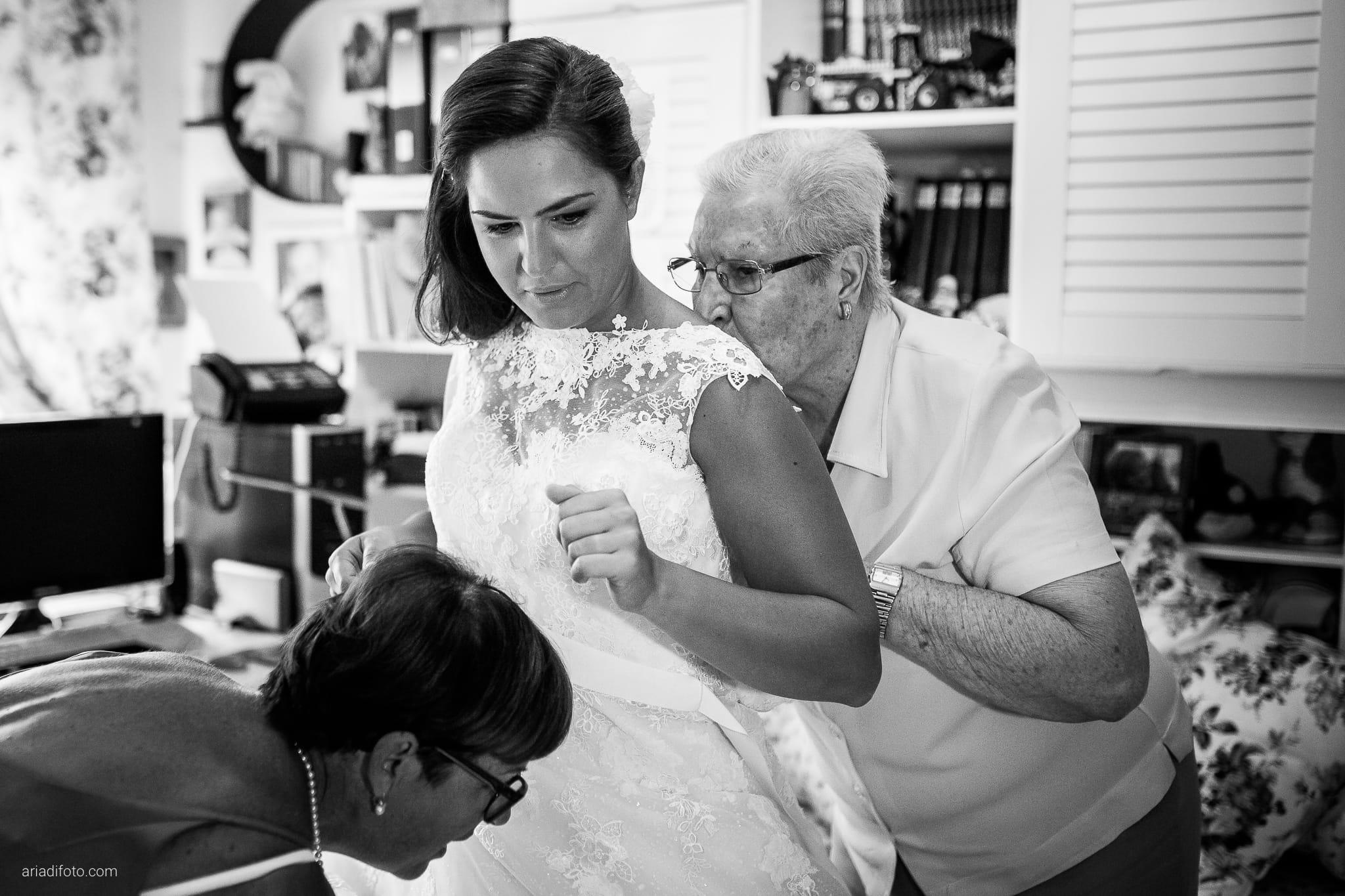 Giorgia Davide Matrimonio Villa Revoltella Salvia Rosmarino Trieste preparativi momenti nonna bacio