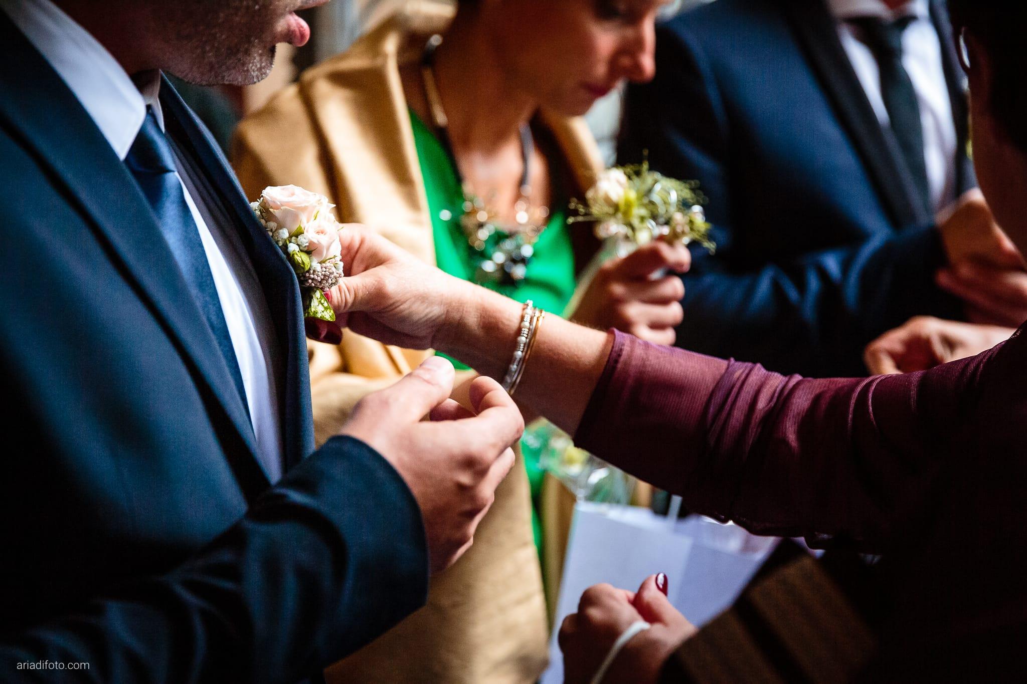 Giorgia Davide Matrimonio Chiesa San Pasquale Villa Revoltella Salvia Rosmarino Trieste cerimonia dettagli mani boutonniere occhiello fiori
