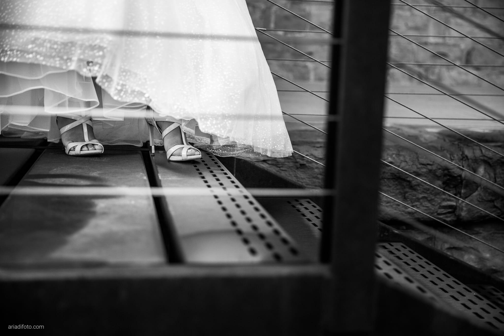 Giorgia Davide Matrimonio Villa Revoltella Salvia Rosmarino Trieste ritratti sposi Porto Vecchio Magazzino 26 dettagli scarpe