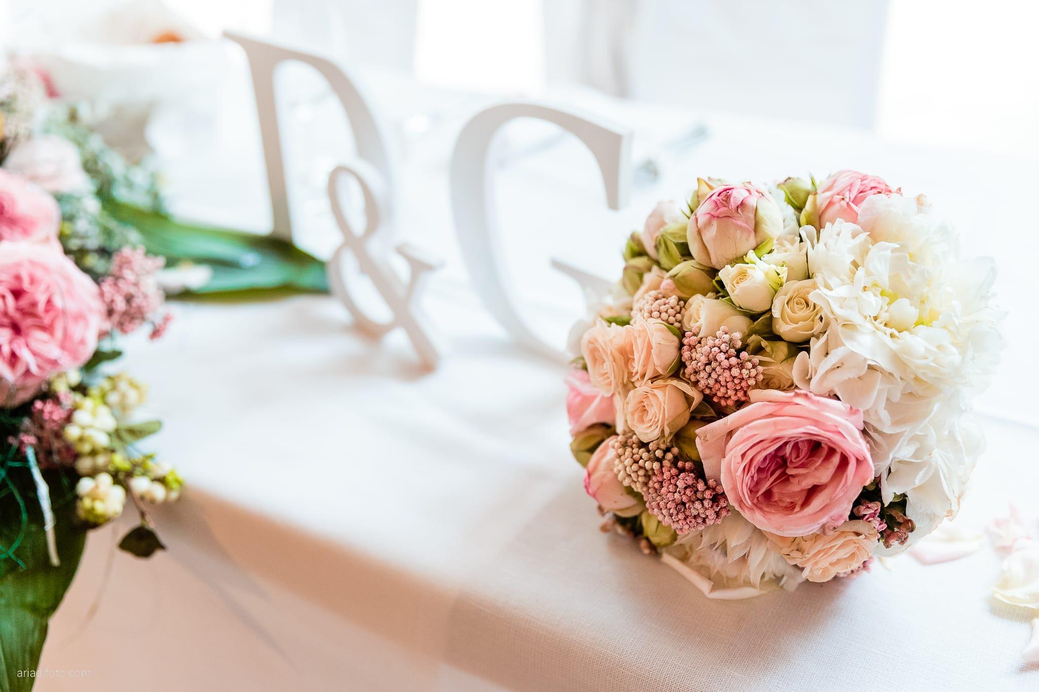 Giorgia Davide Matrimonio Villa Revoltella Salvia Rosmarino Trieste ricevimento dettagli bouquet fiori rose iniziali