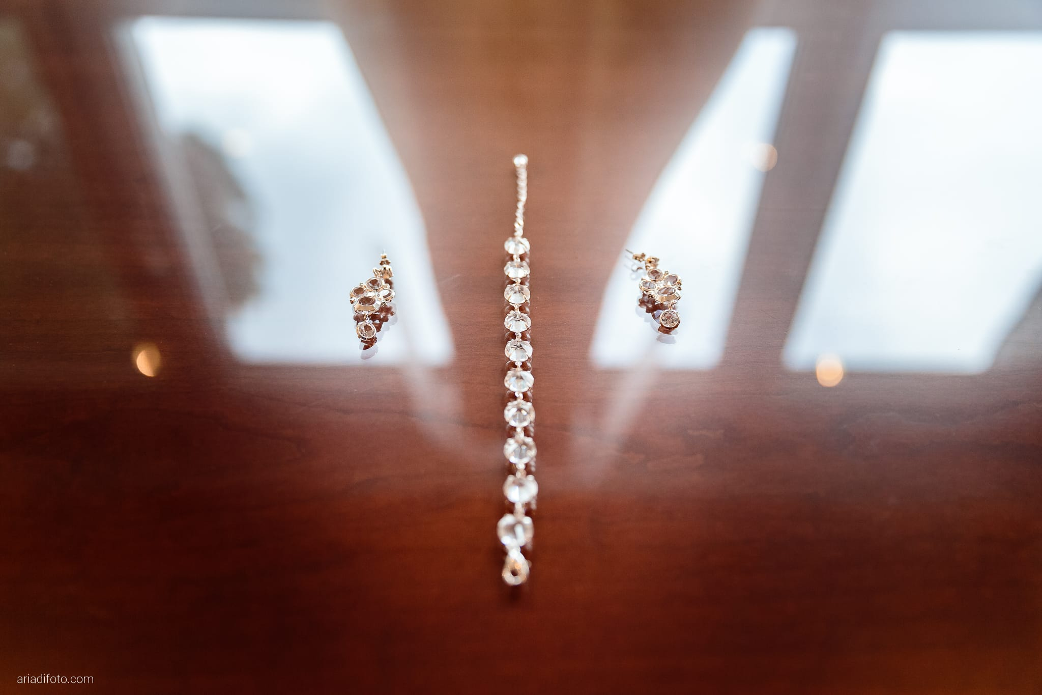 Magdalena Massimo Matrimonio Ristorante Le Terrazze Riviera Trieste preparativi dettagli abito bracciale orecchini