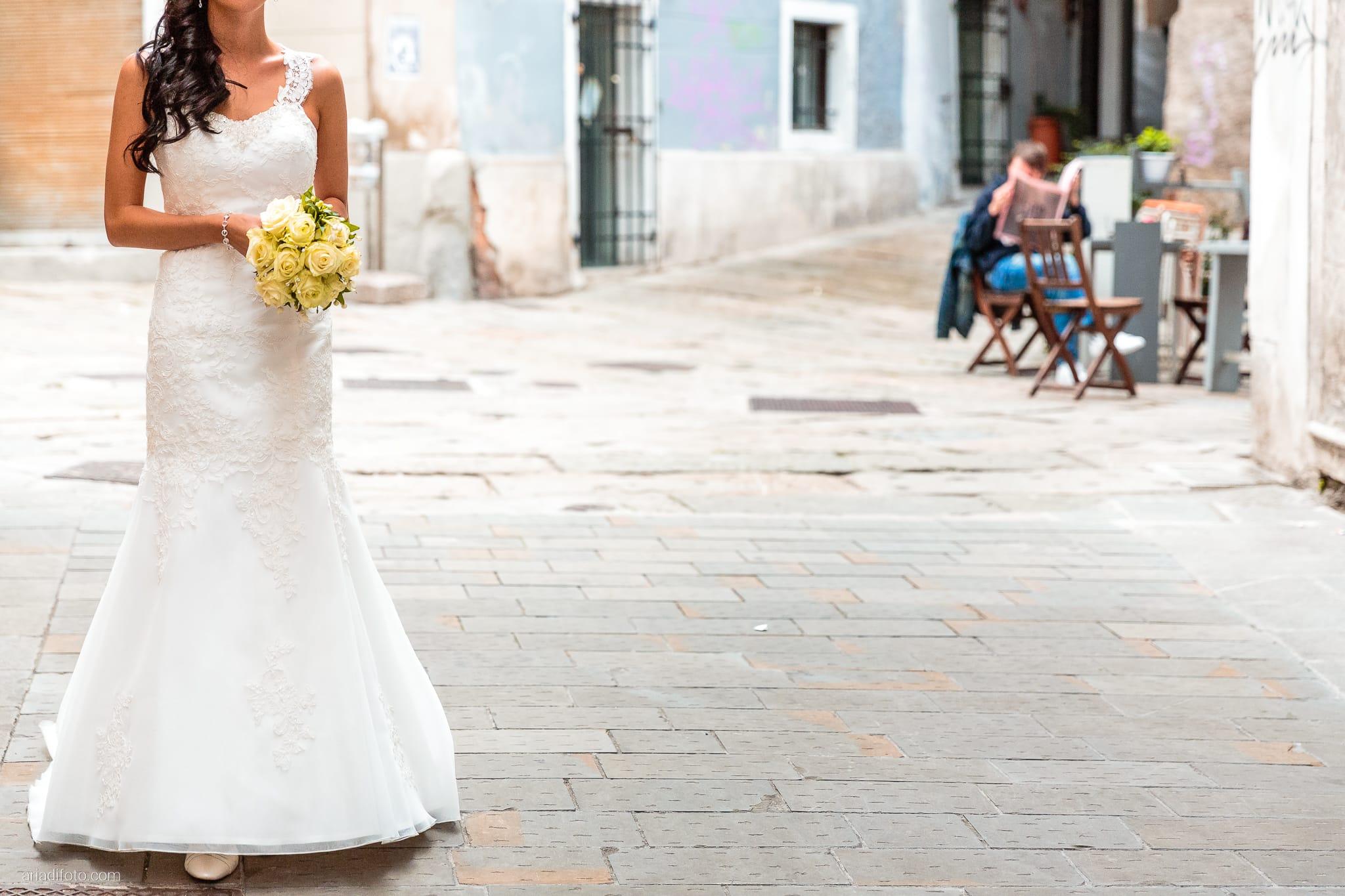 Magdalena Massimo Matrimonio Ristorante Le Terrazze Riviera Trieste ritratti sposi Cavana dettagli bouquet rose abito