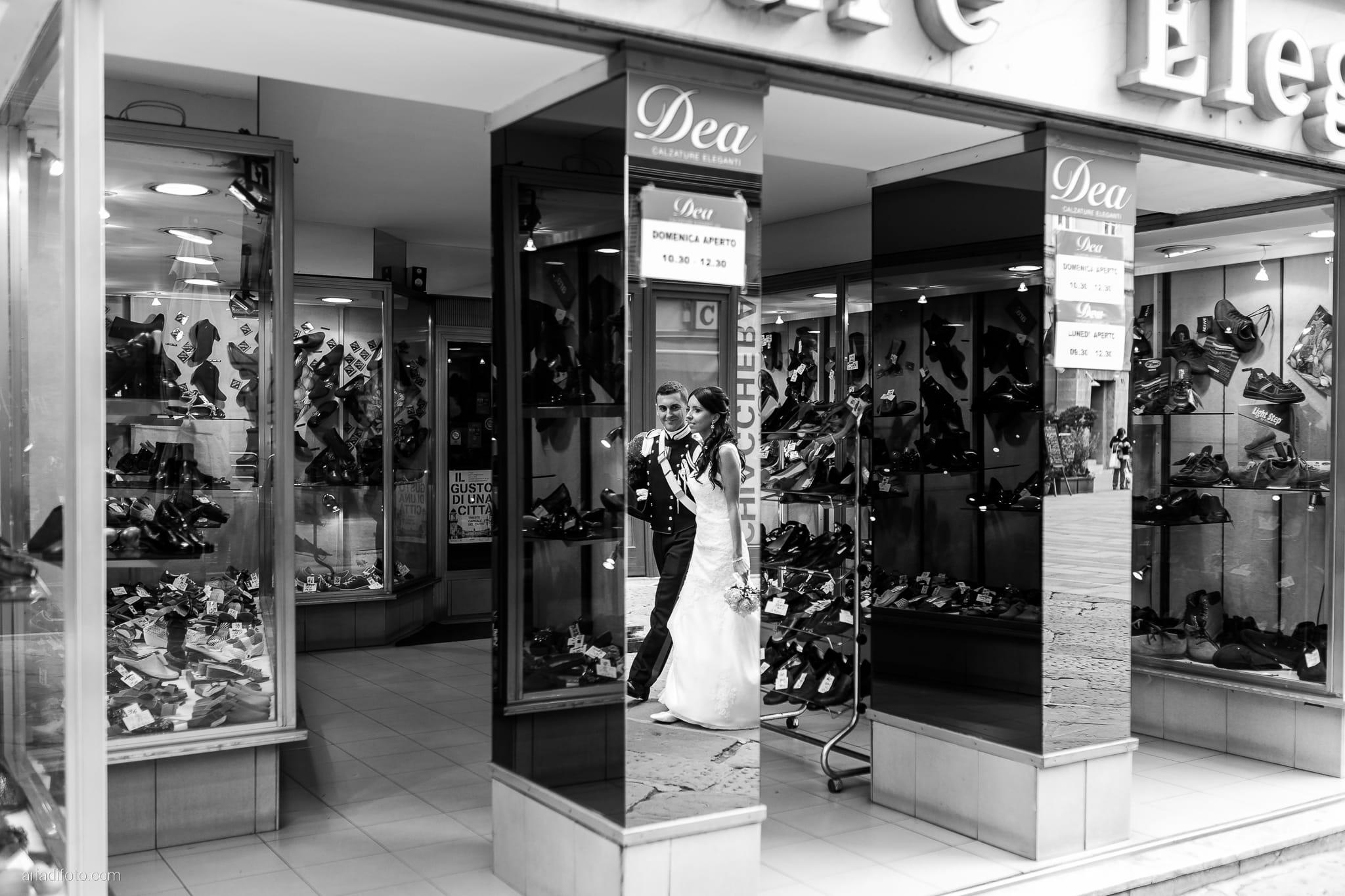 Magdalena Massimo Matrimonio Ristorante Le Terrazze Riviera Trieste ritratti sposi Cavana riflesso specchio