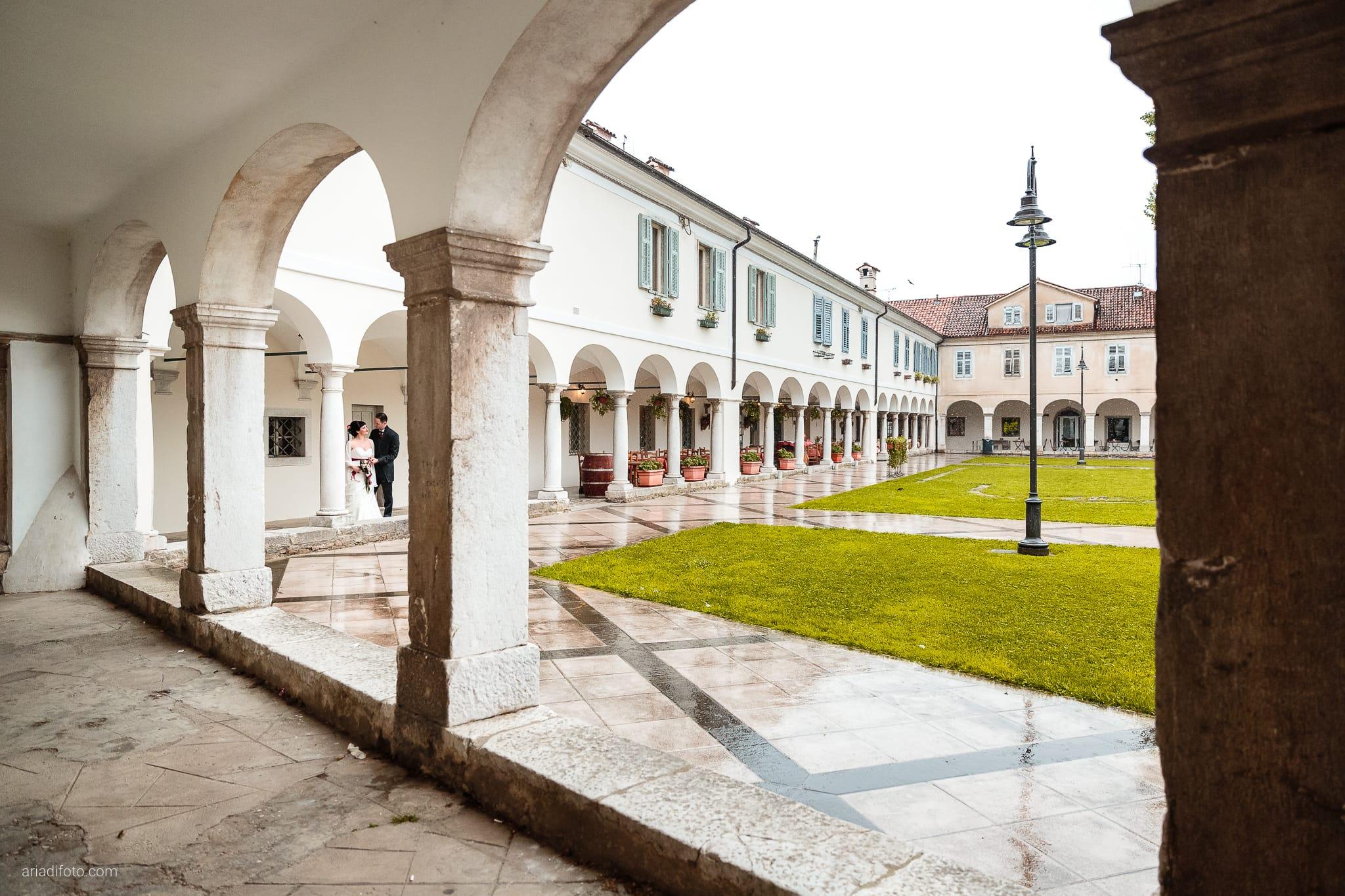Agnese Alessandro Matrimonio Centro Visite Gradina Doberdo Gorizia Farra ritratti sposi archi