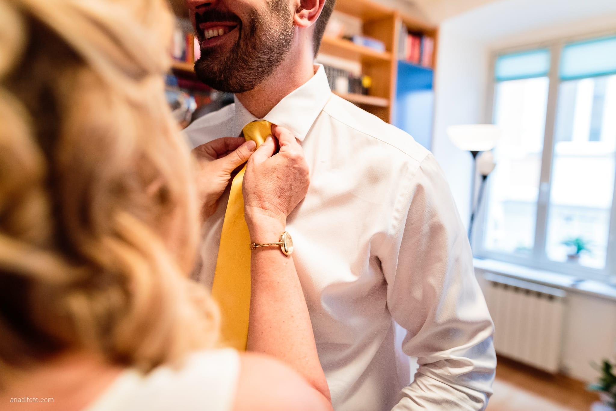 Francesca Andrea Matrimonio Muggia Porto San Rocco Marina San Giusto Trieste preparativi cravatta
