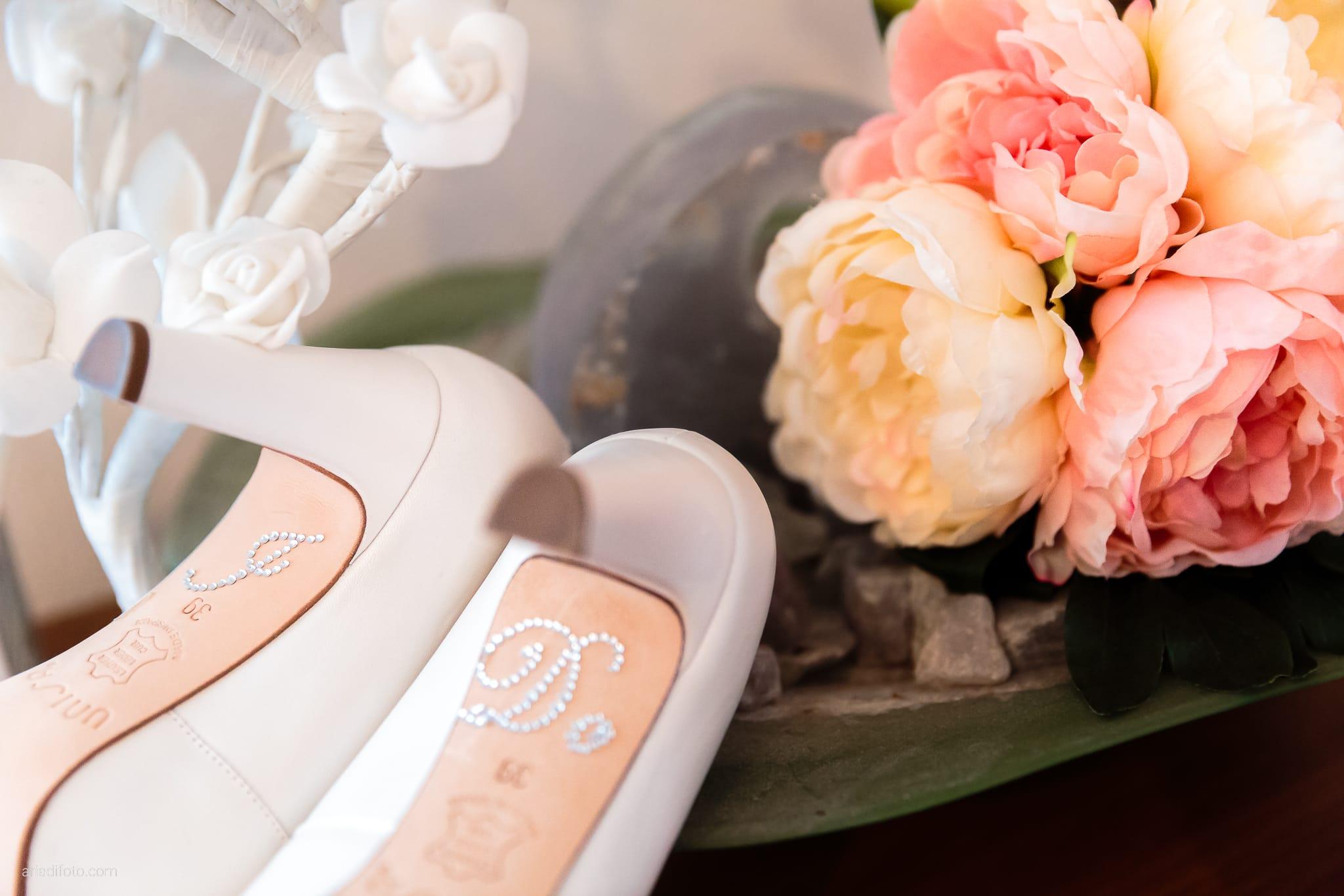 Martina Daniele Matrimonio Duino Baronesse Tacco Collio Gorizia preparativi dettagli scarpe bouquet