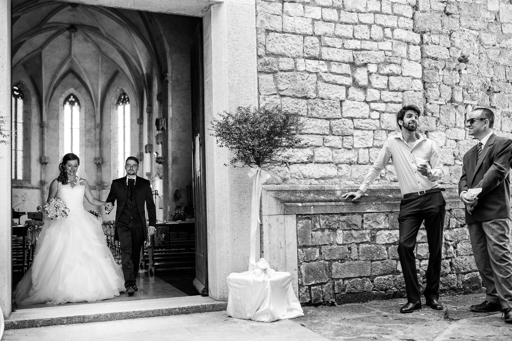 Martina Daniele Matrimonio Duino San Giovanni in Tuba Baronesse Tacco Collio Gorizia cerimonia lancio del riso