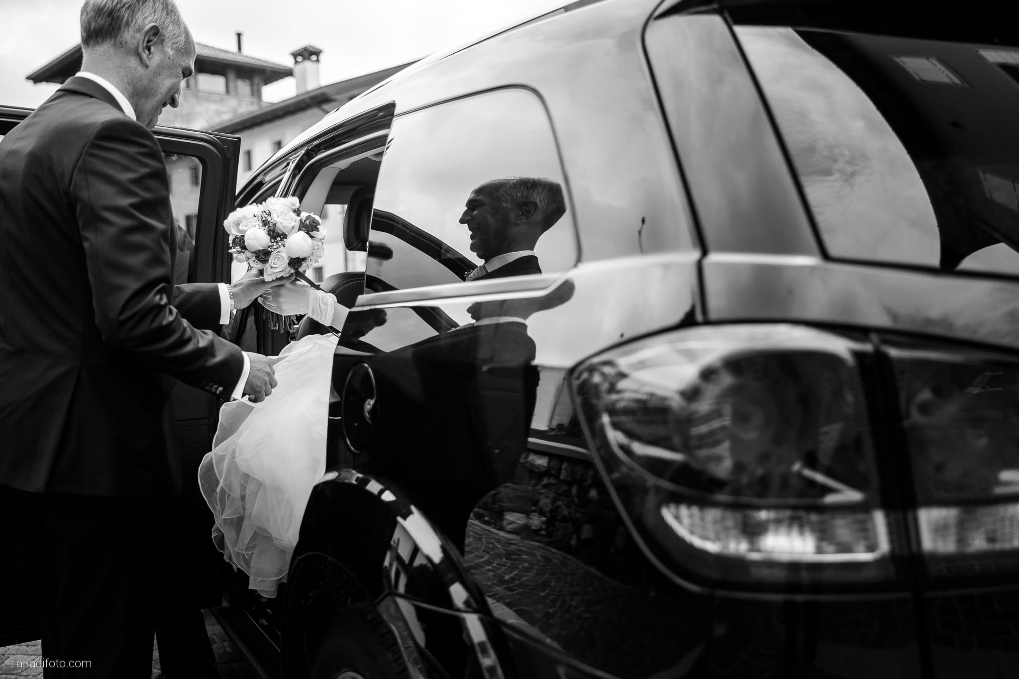 Sarah Matteo Matrimonio Moruzzo Santa Maria Gruagno Agriturismo Il Vagabondo Buttrio Udine cerimonia auto papà bouquet