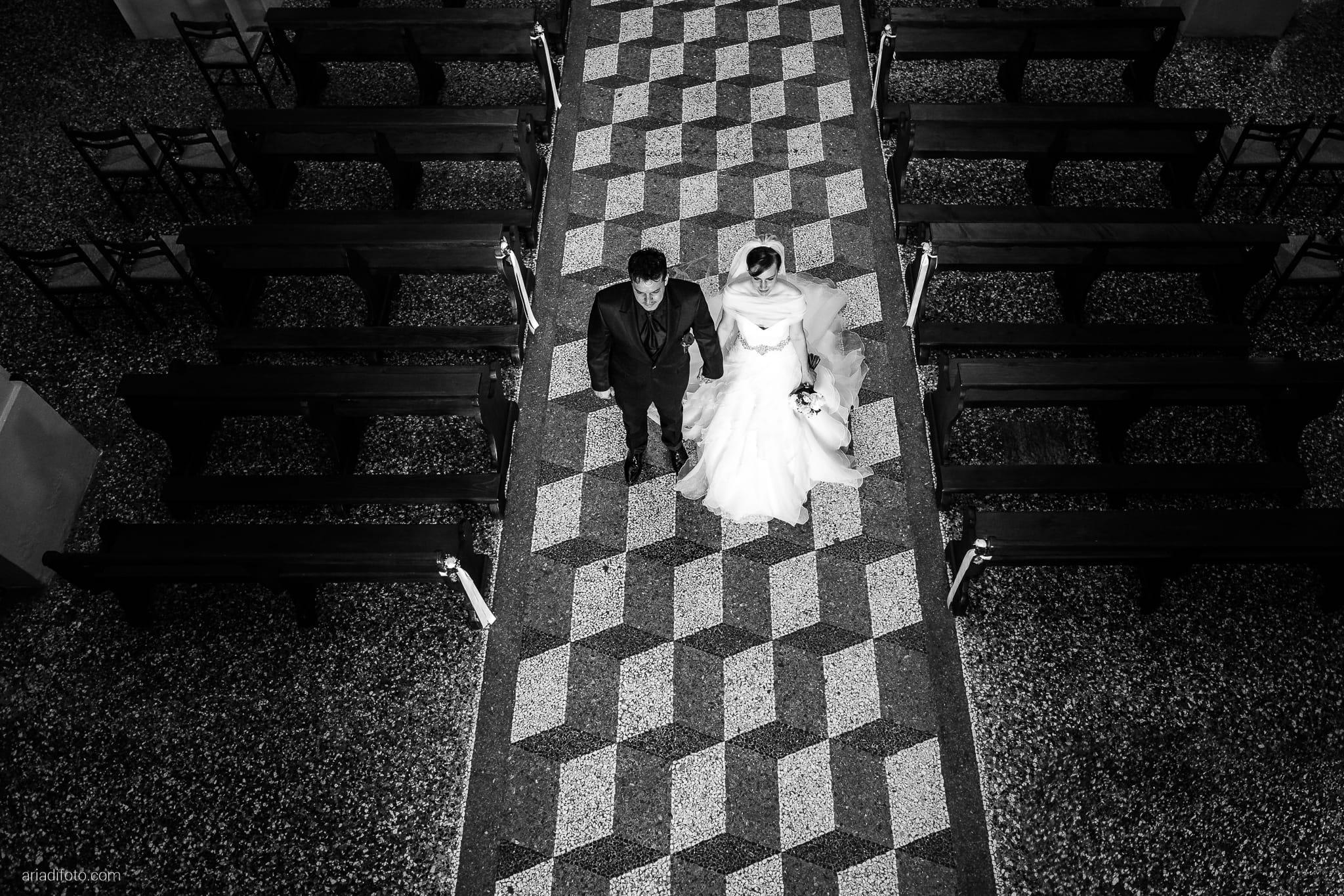 Sarah Matteo Matrimonio Moruzzo Chiesa Santa Maria Gruagno Agriturismo Il Vagabondo Buttrio Udine lancio del riso
