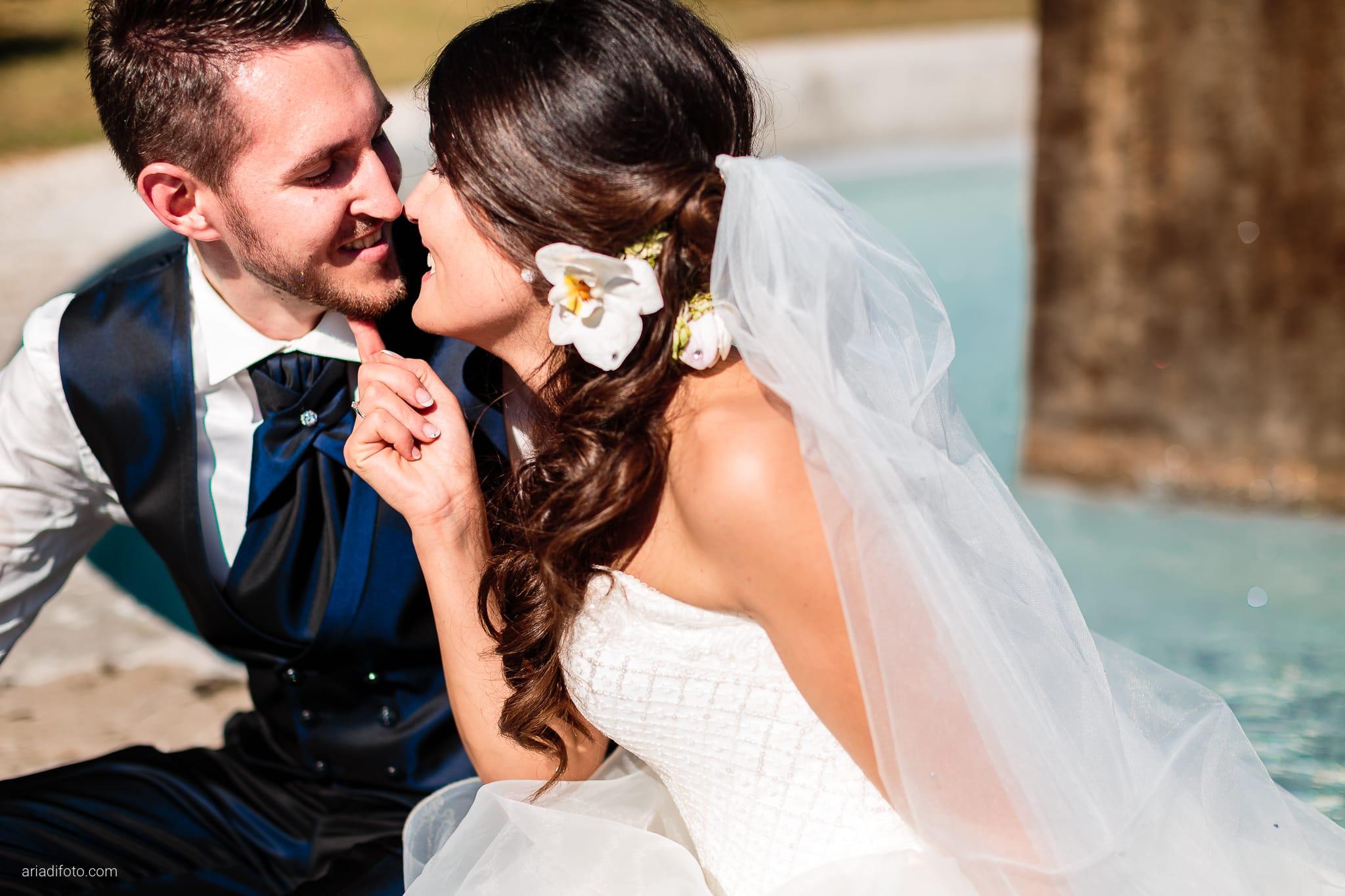 Mariarita Matteo Matrimonio Trieste Villa Attems Cernozza Postcastro Lucinico Gorizia ritratti sposi fontana