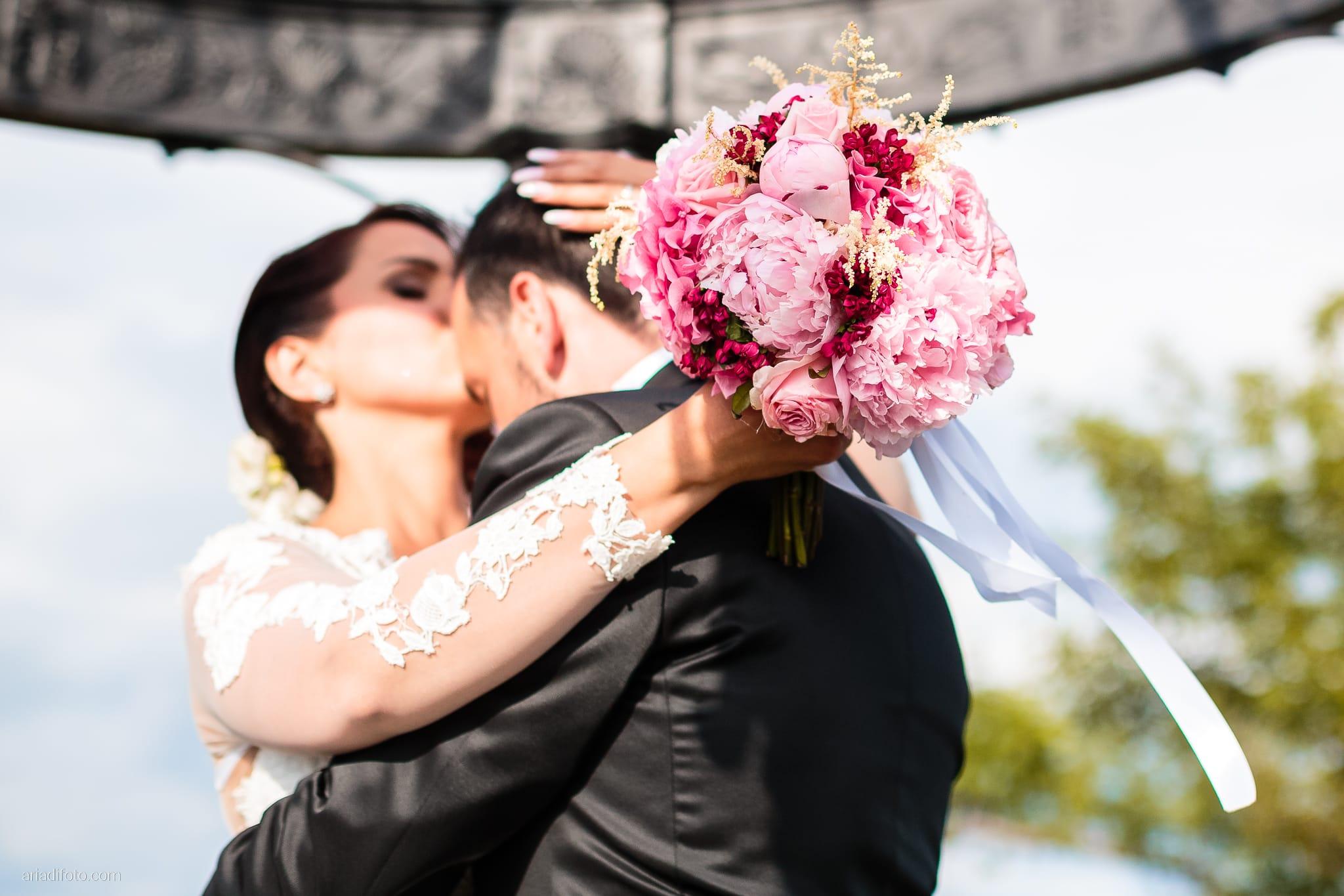 Sofia Mario Matrimonio Baronesse Tacco Collio Gorizia ritratti sposi bouquet fiori peonie
