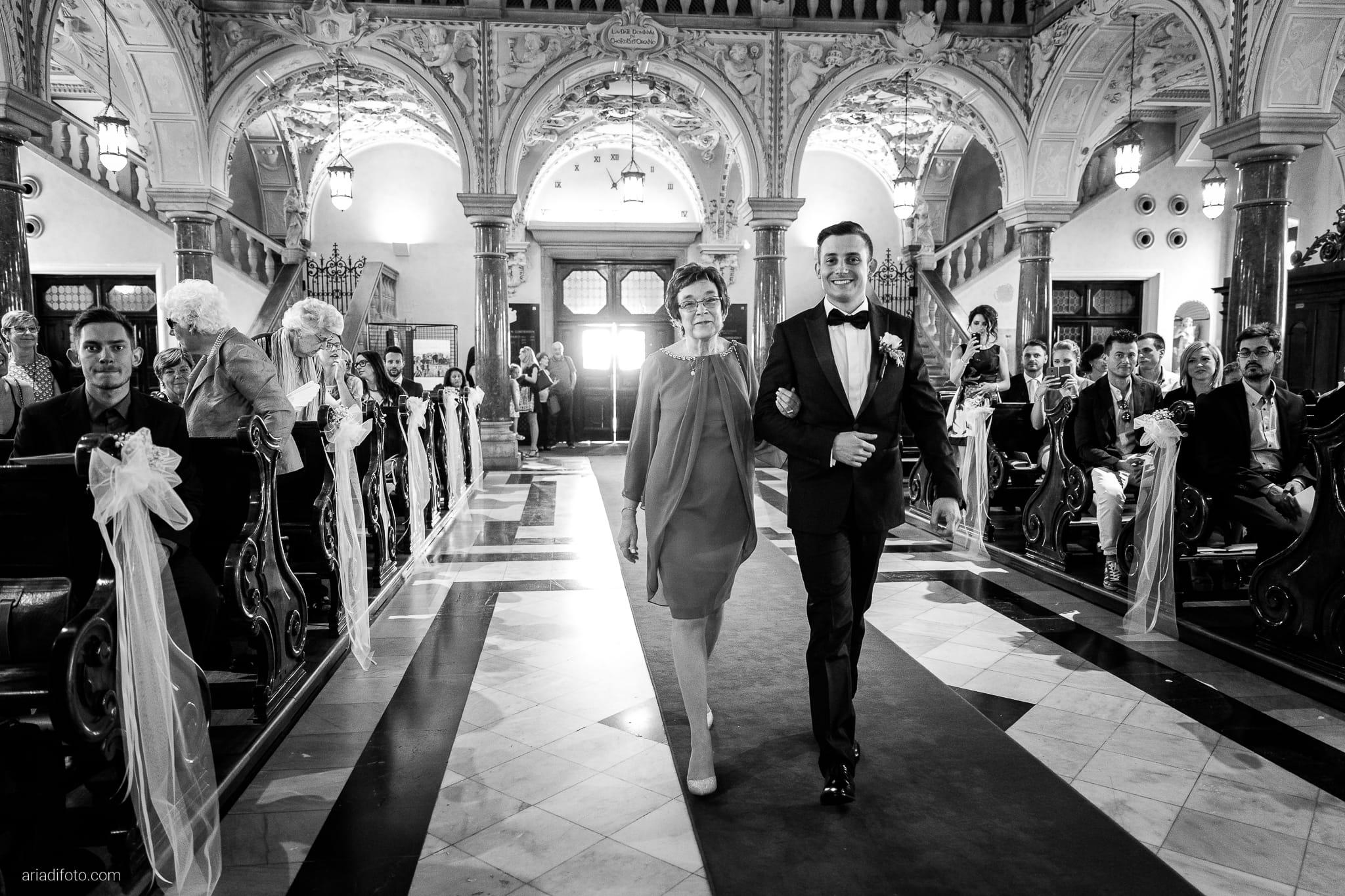 Valentina Marco Matrimonio Duomo Gorizia Castelvecchio Sagrado cerimonia cattolica ingresso sposo