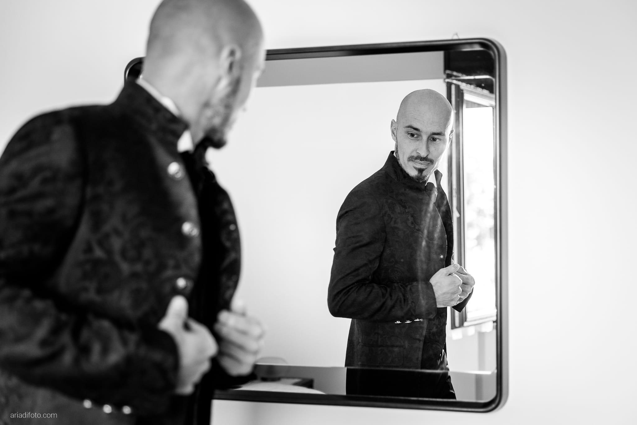 Alice Paolo Matrimonio San Giorgio Villa Iachia Ruda Udine preparativi sposo specchio riflesso