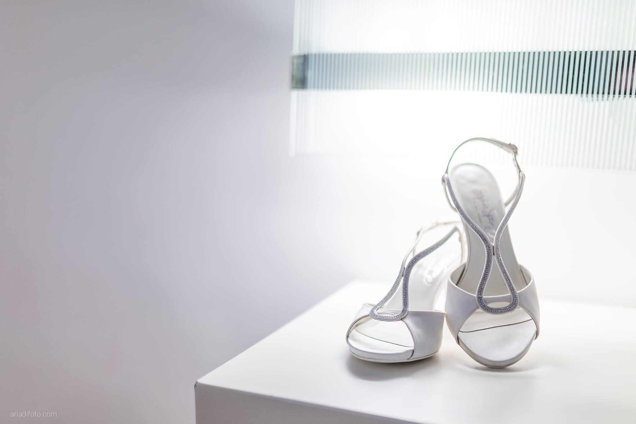 Anna Paolo Matrimonio Santa Maria Maggiore Hotel Riviera Trieste preparativi sposa dettagli scarpe